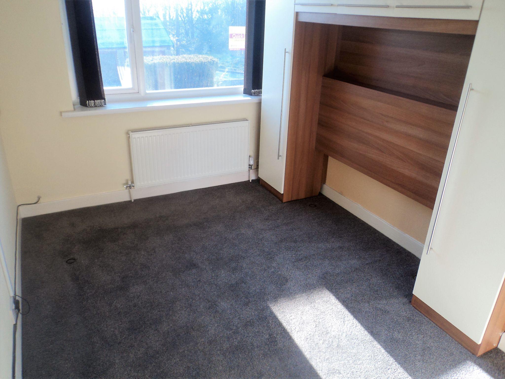 2 Bedroom Semi-detached Bungalow To Rent - Photograph 9