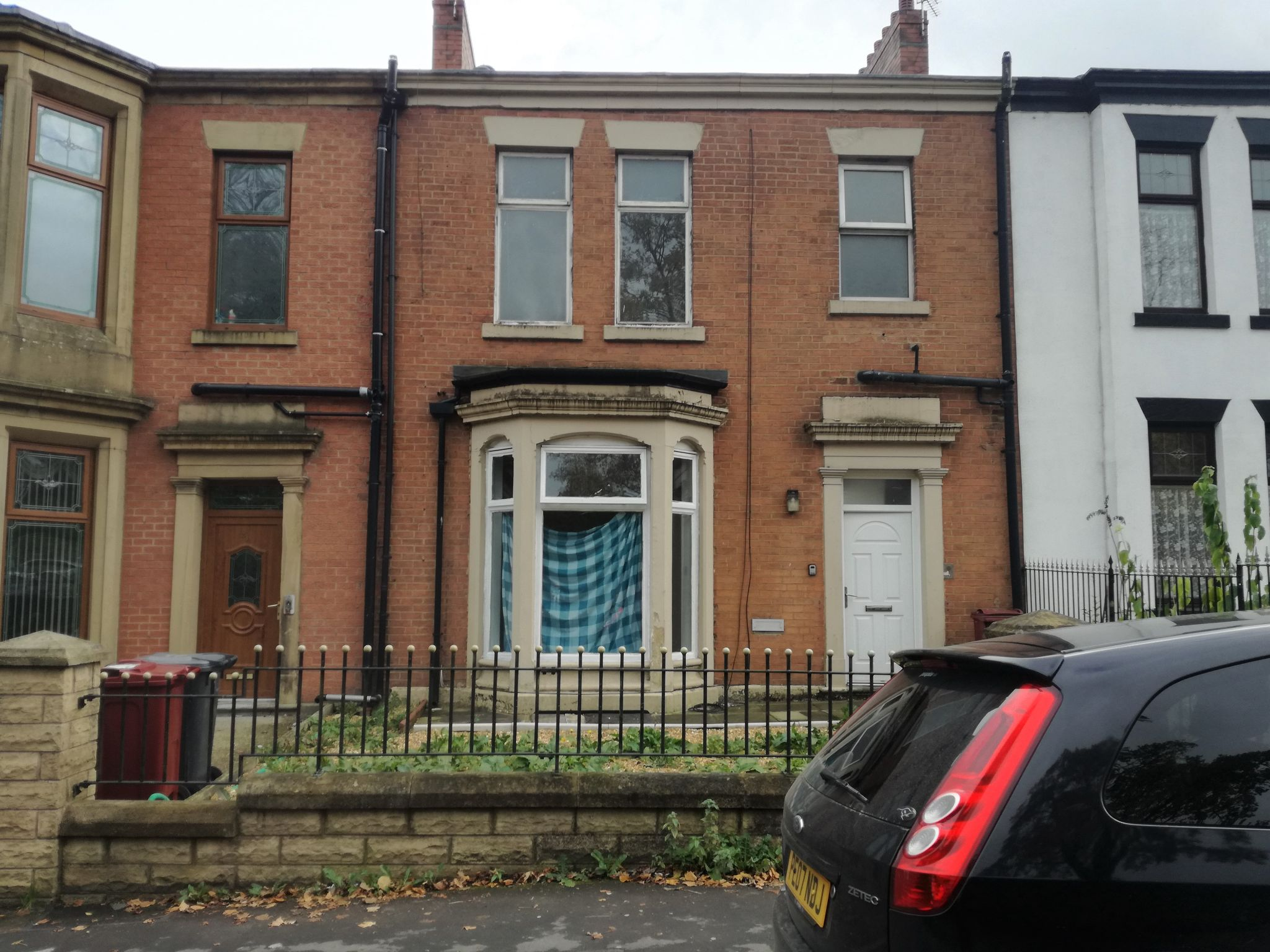 4 Bedroom Mid Terraced House To Rent - Photograph 1