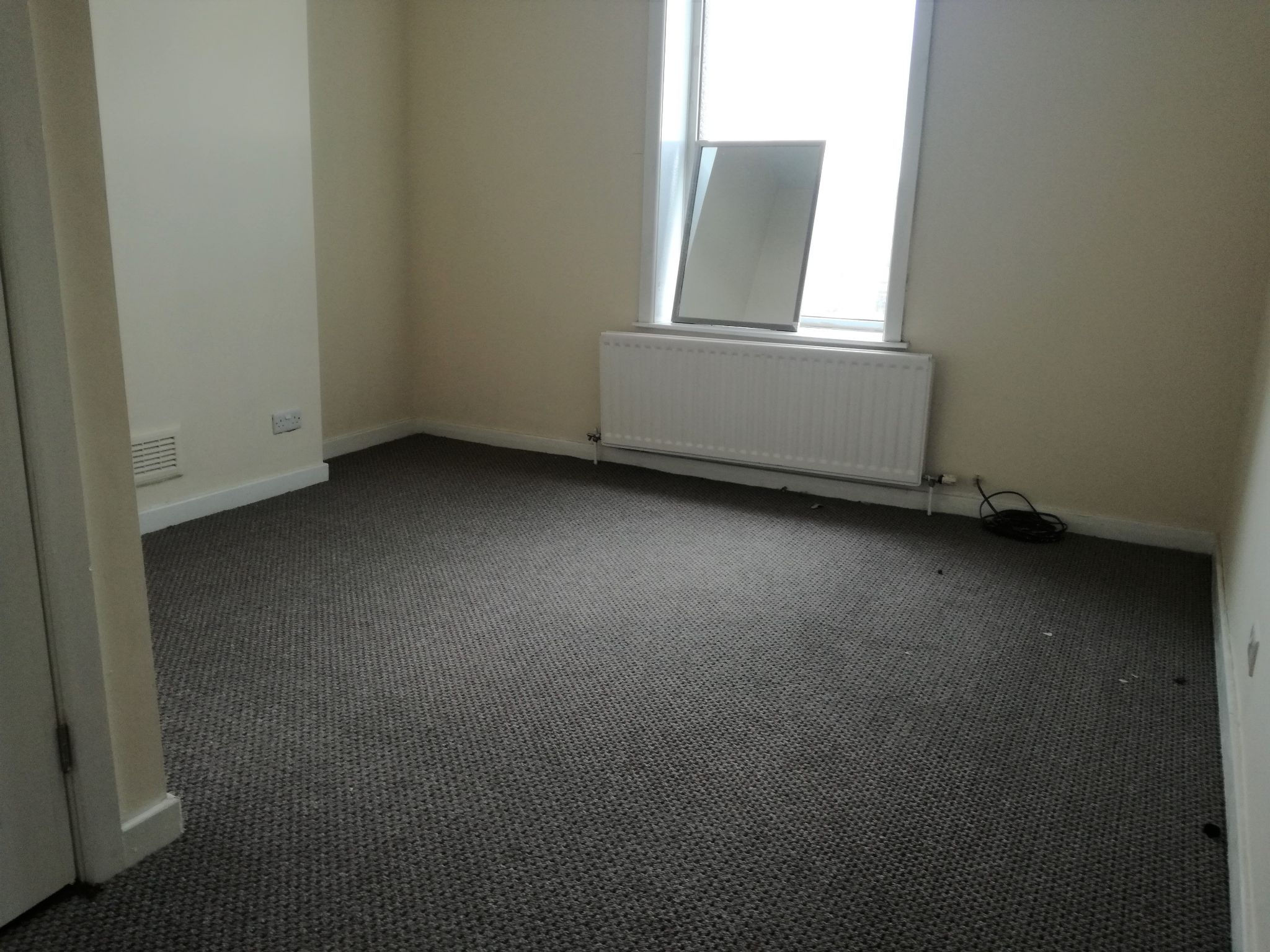 4 Bedroom Mid Terraced House To Rent - Photograph 5