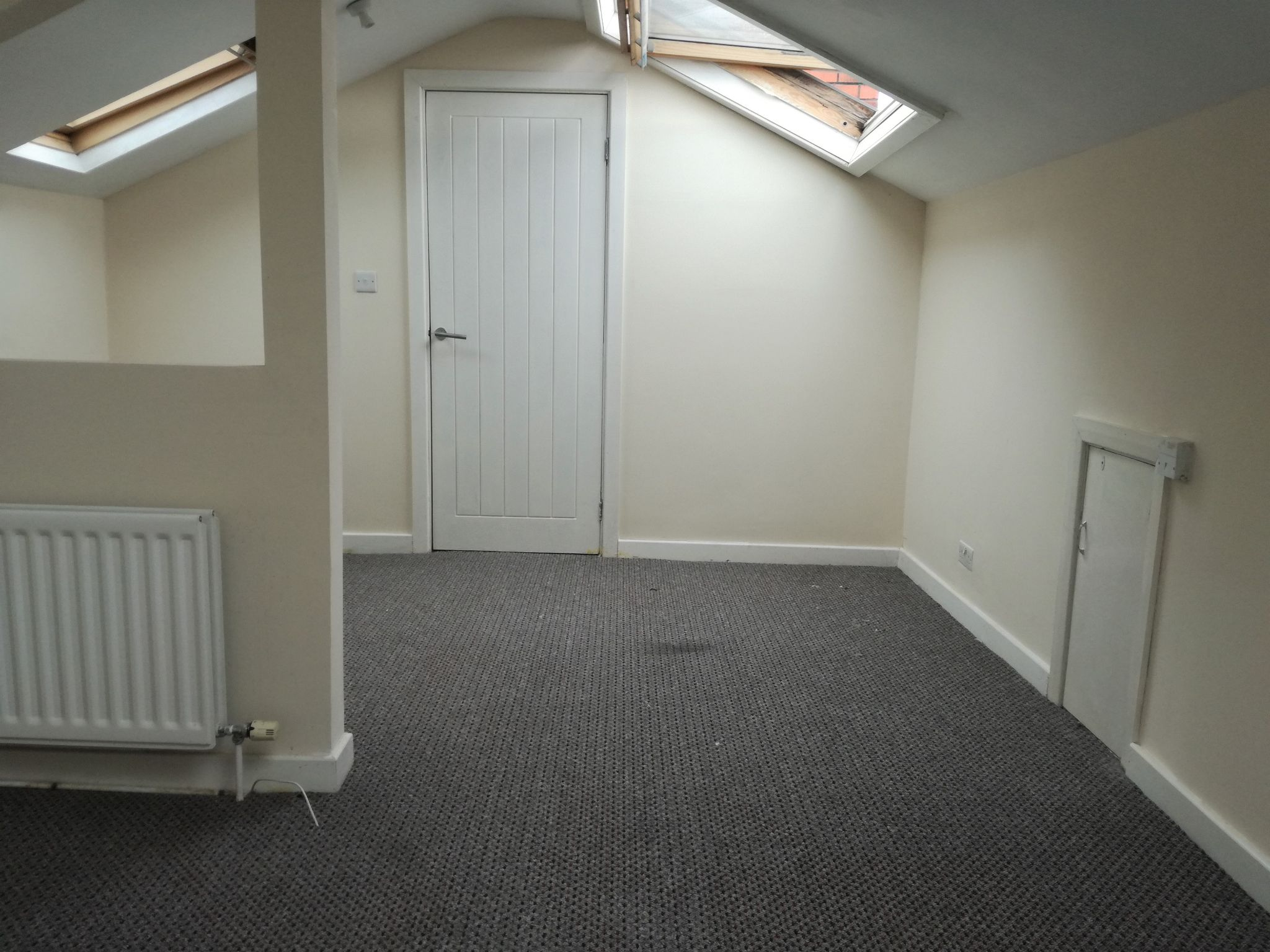 4 Bedroom Mid Terraced House To Rent - Photograph 8