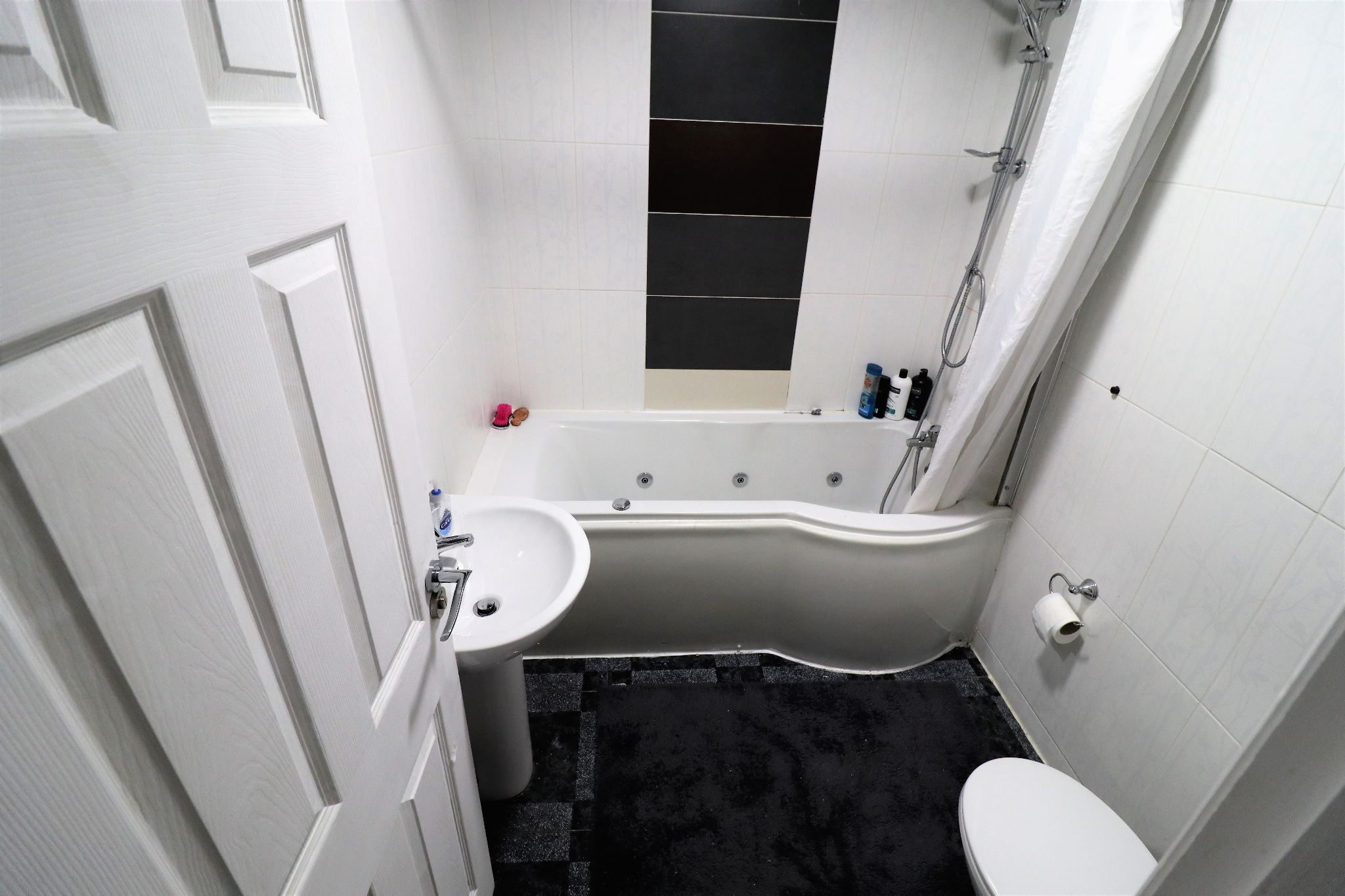 4 Bedroom Mid Terraced House For Sale - Photograph 10
