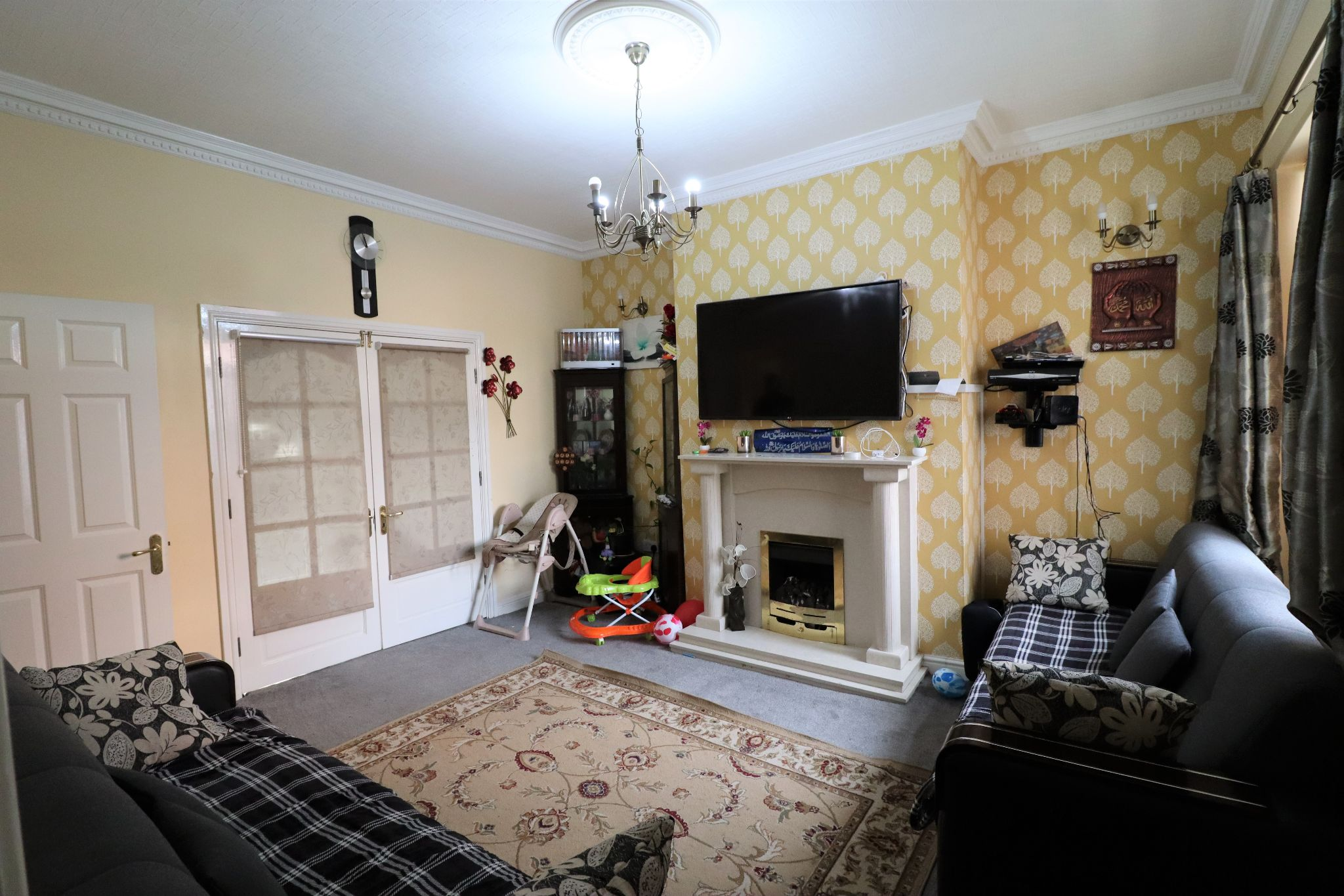 5 Bedroom Mid Terraced House For Sale - Photograph 2