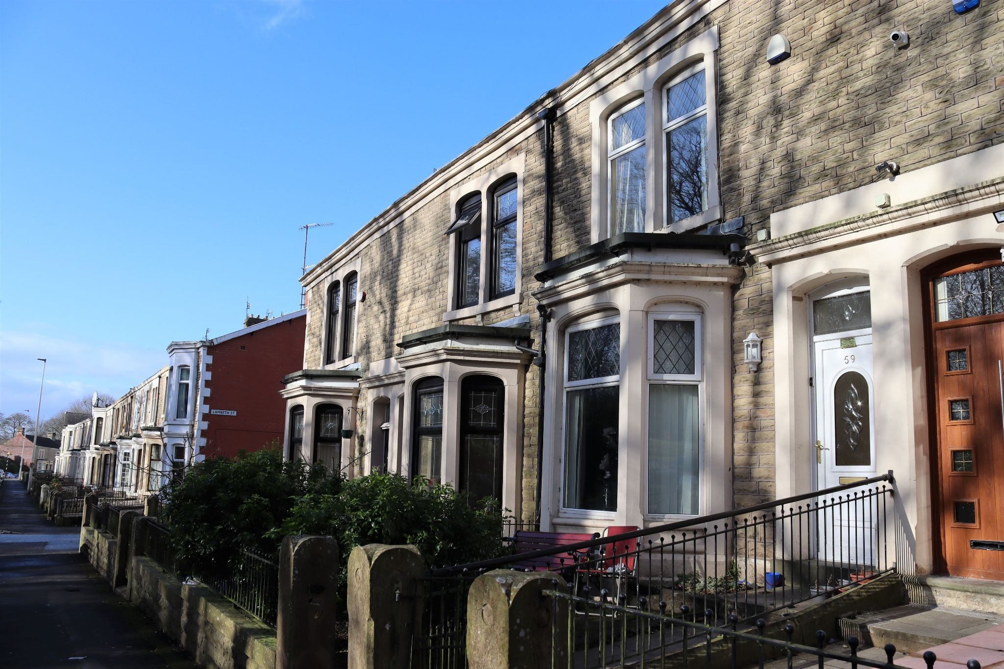 5 Bedroom Mid Terraced House For Sale - Photograph 1