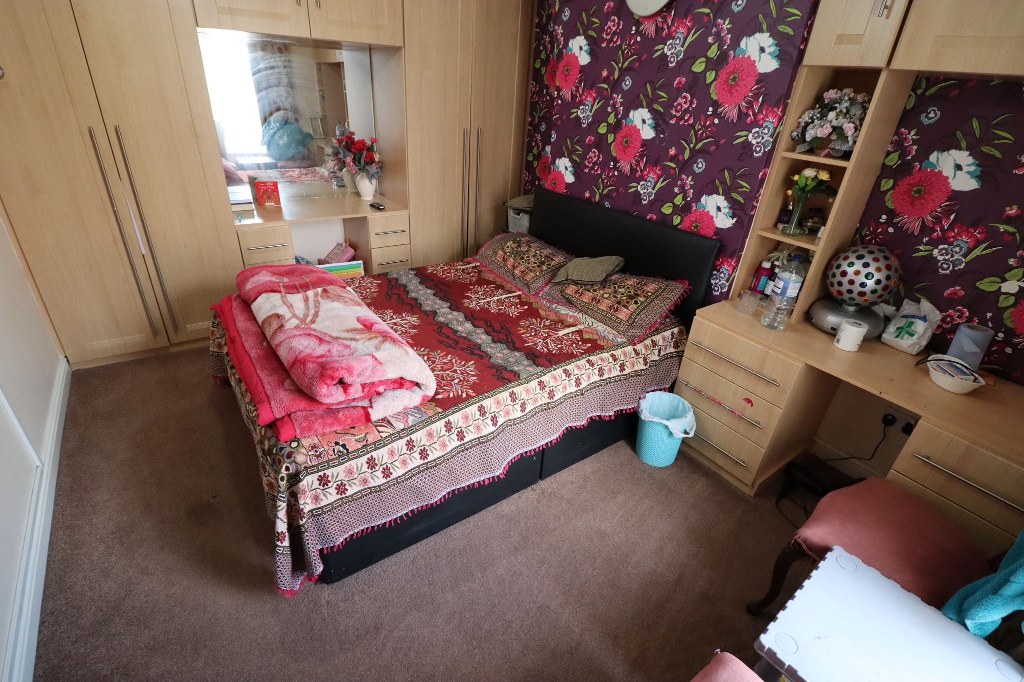 5 Bedroom Mid Terraced House For Sale - Photograph 6