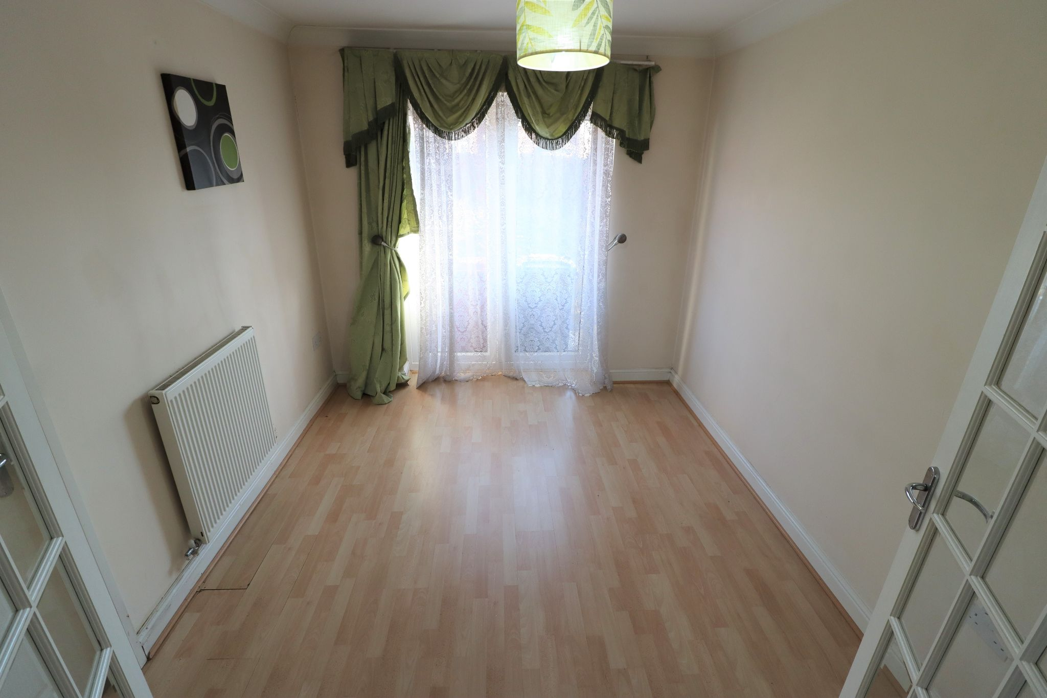 4 Bedroom Detached House To Rent - Photograph 3