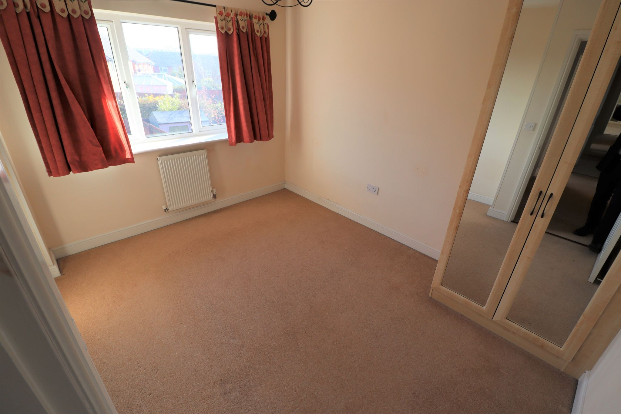 4 Bedroom Detached House To Rent - Photograph 10