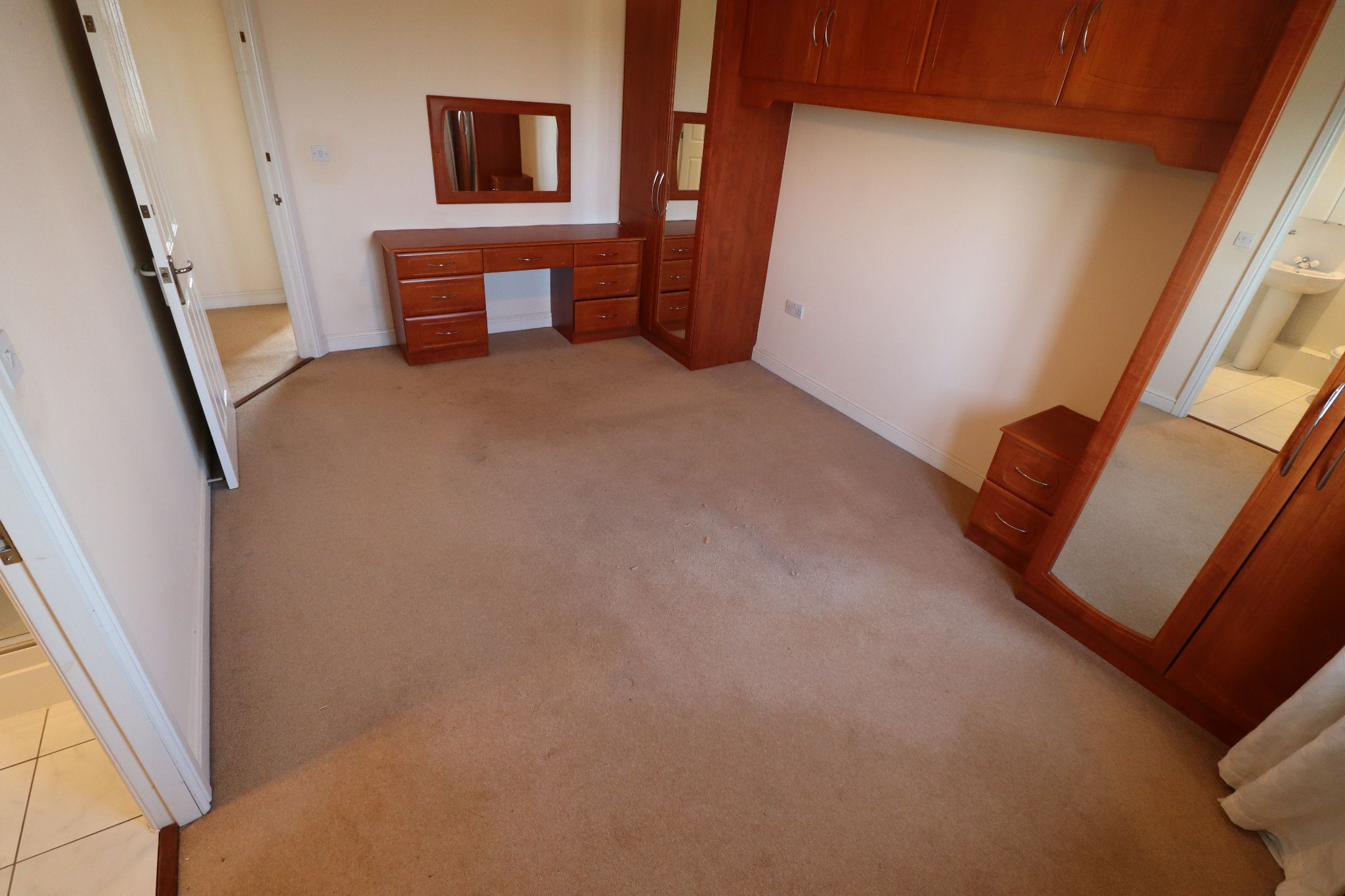 4 Bedroom Detached House To Rent - Photograph 12