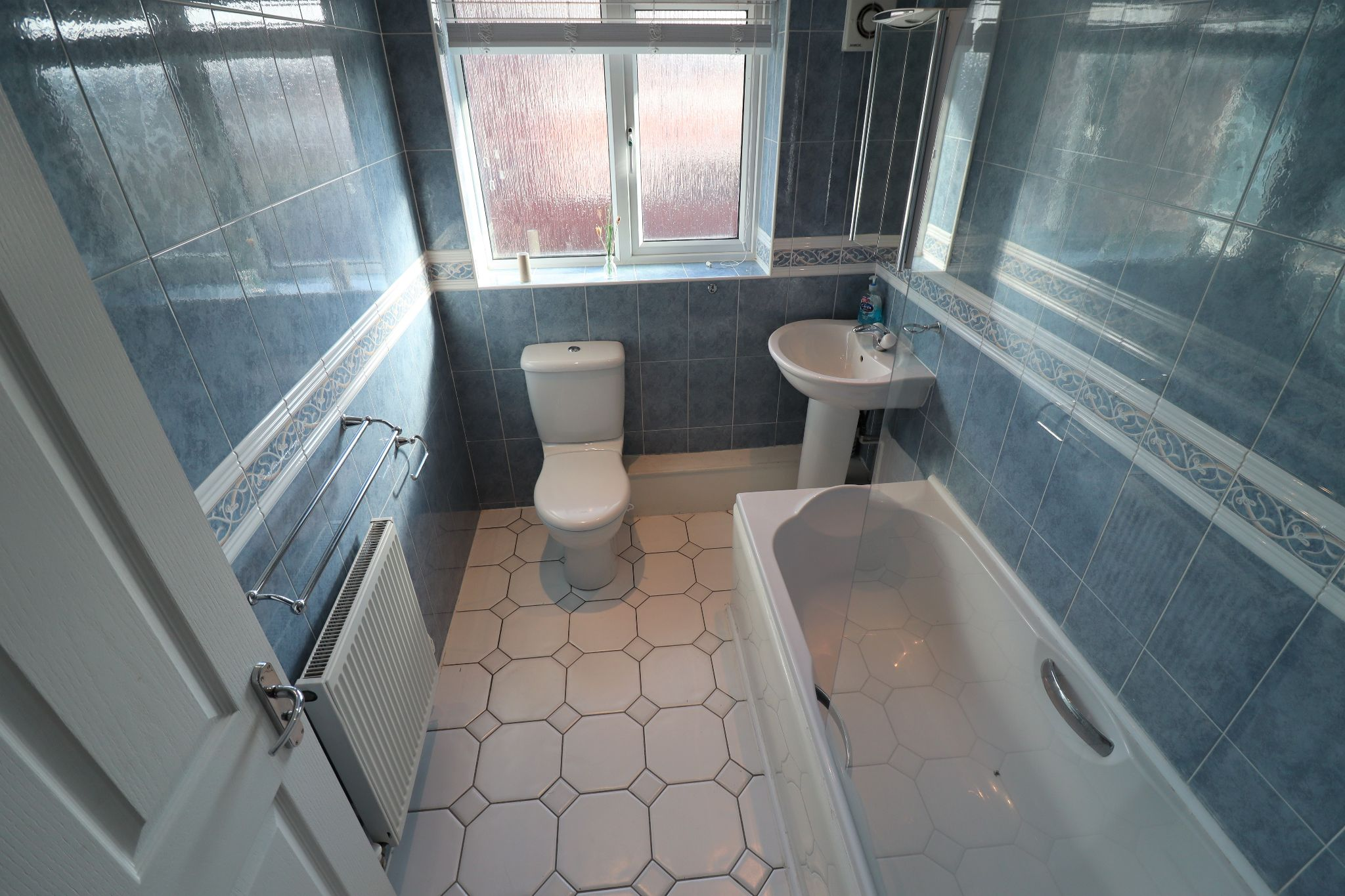 4 Bedroom Detached House To Rent - Photograph 11