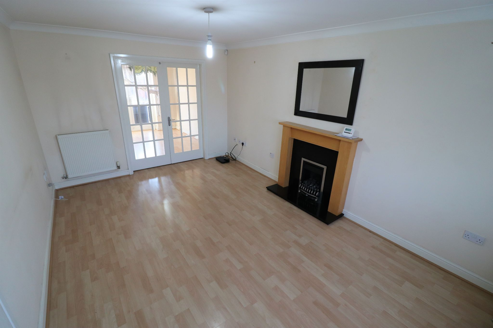 4 Bedroom Detached House To Rent - Photograph 2