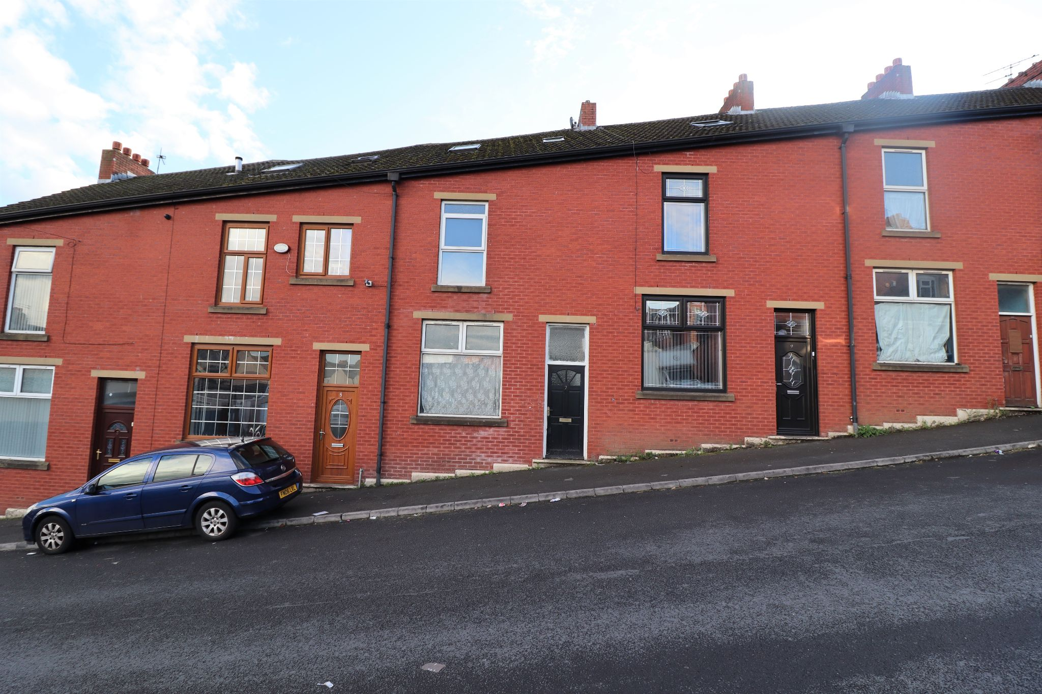 4 Bedroom Mid Terraced House For Sale - Photograph 1