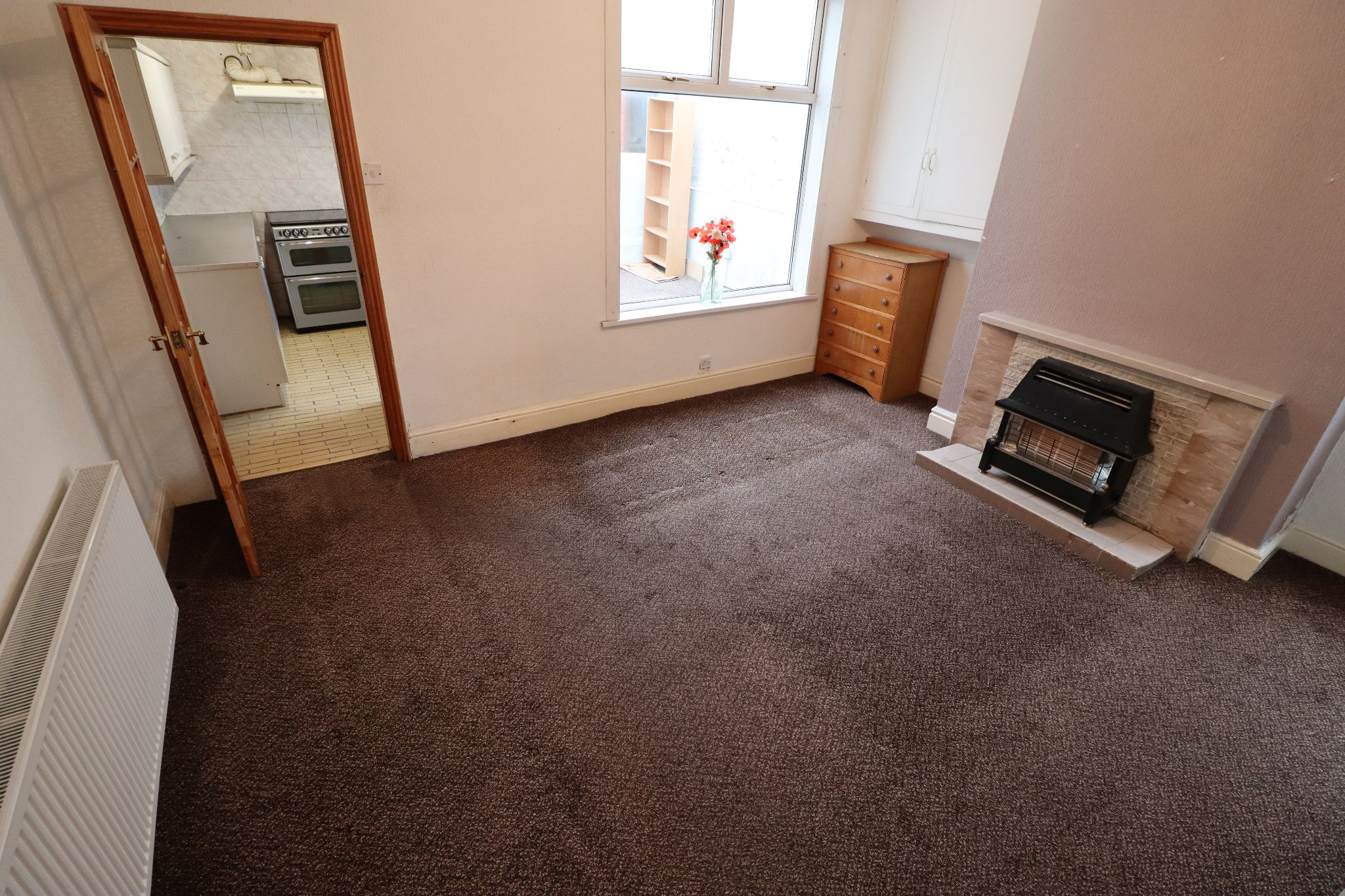 3 Bedroom End Terraced House To Rent - Photograph 3