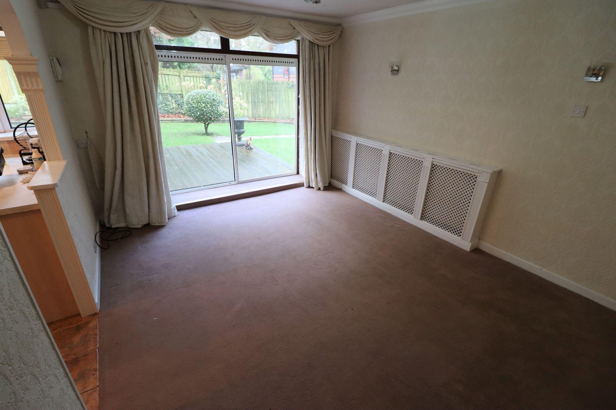 2 Bedroom Ground Floor Flat/apartment To Rent - Photograph 2