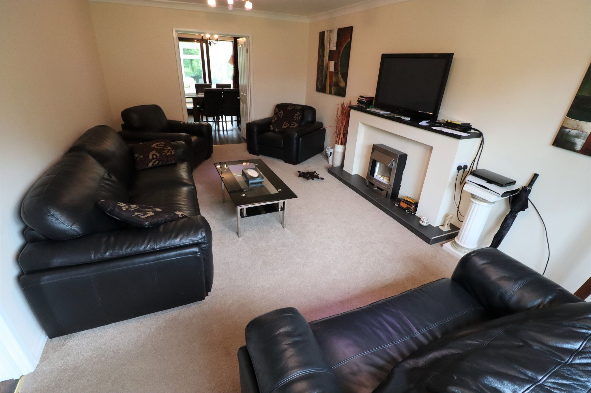 5 Bedroom Detached House To Rent - Photograph 4
