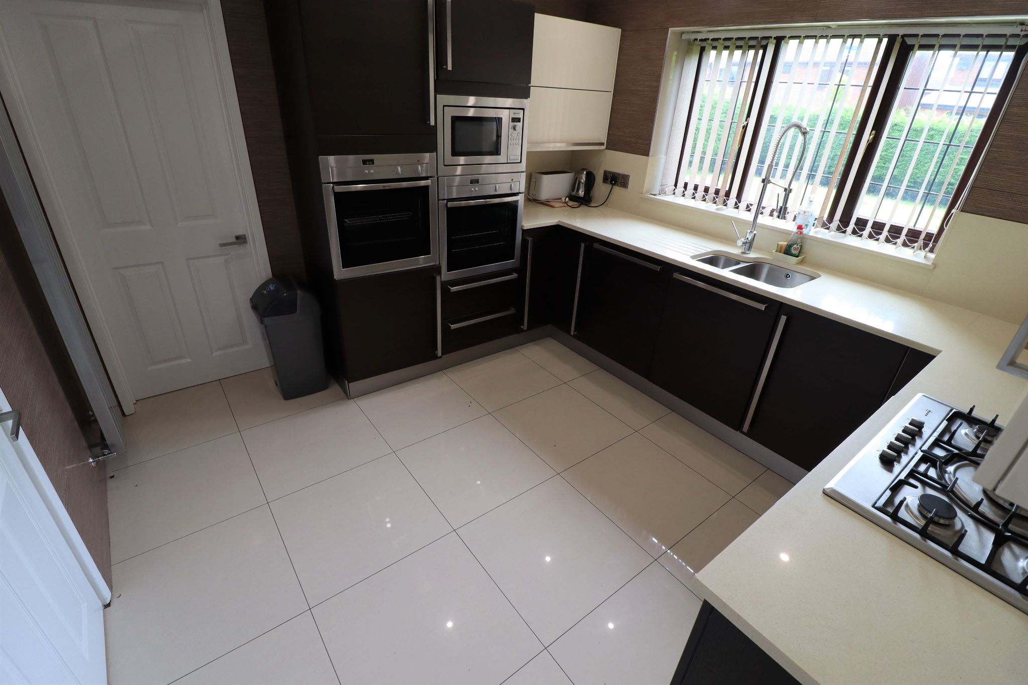 5 Bedroom Detached House To Rent - Photograph 8