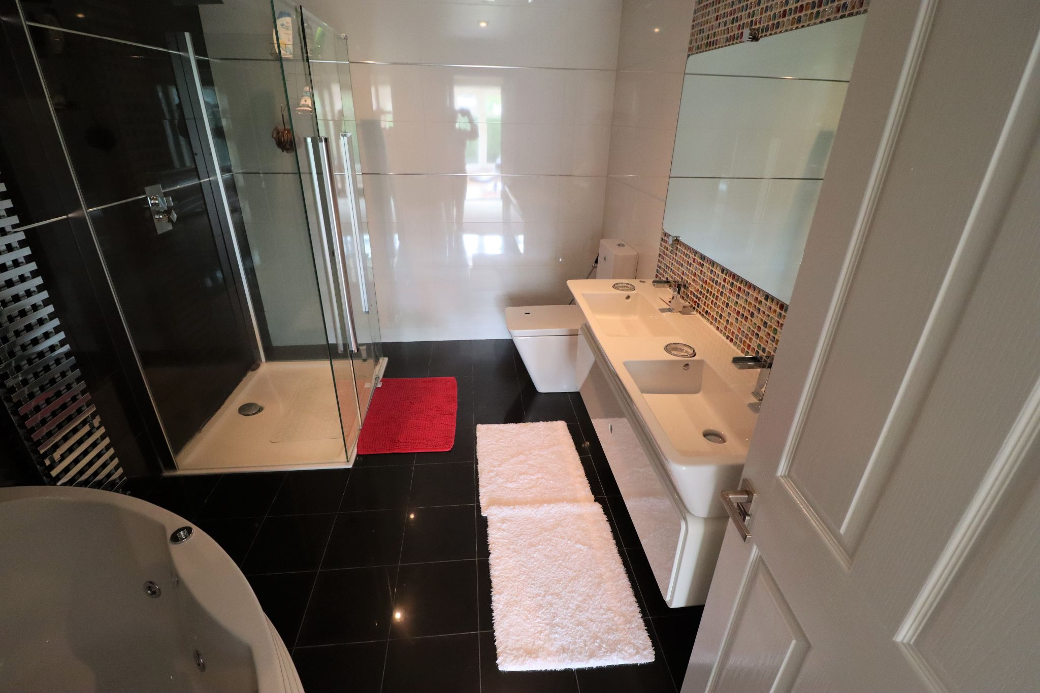 5 Bedroom Detached House To Rent - Photograph 16