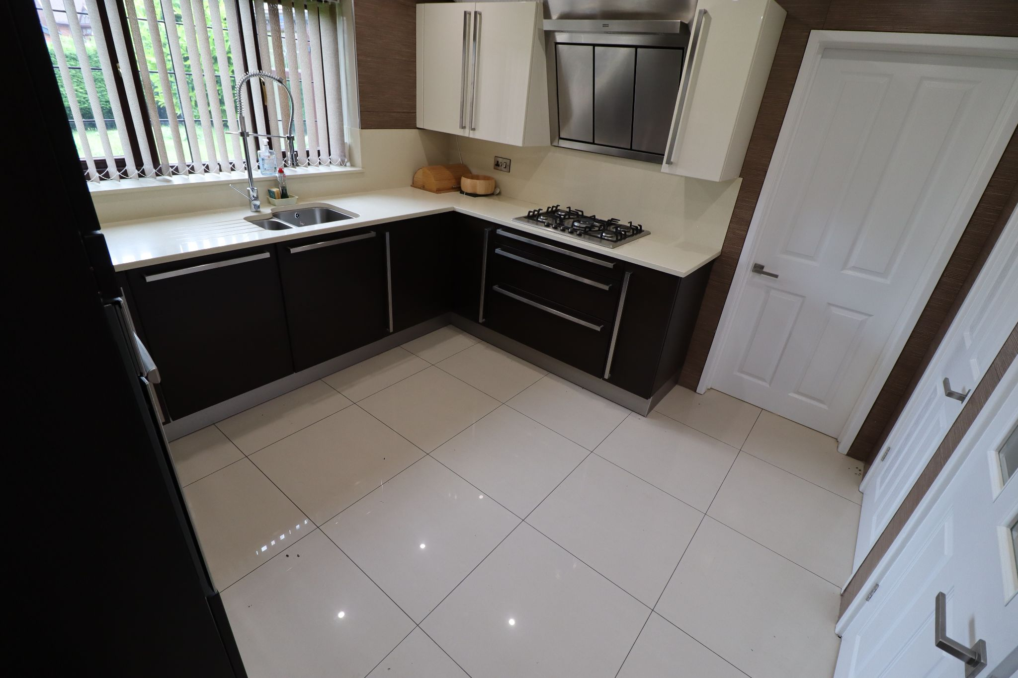 5 Bedroom Detached House To Rent - Photograph 9