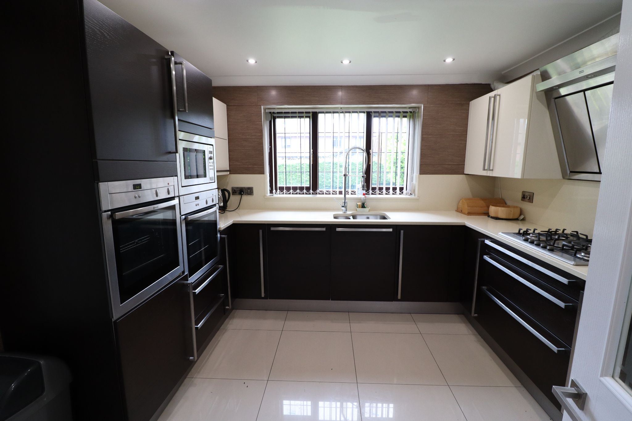 5 Bedroom Detached House To Rent - Photograph 7