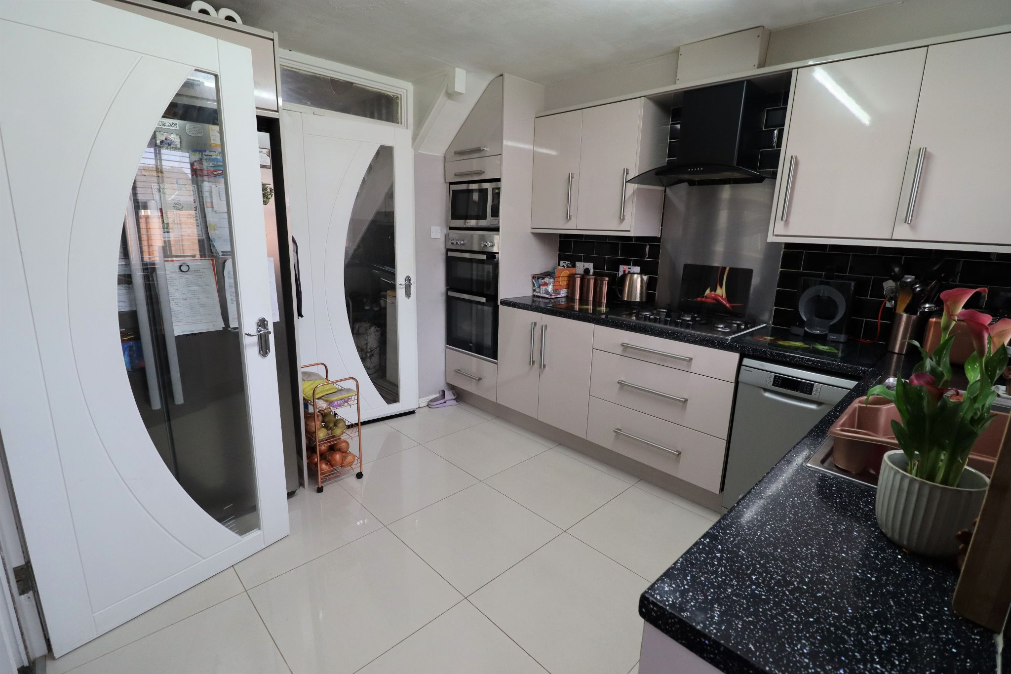 3 Bedroom Mews House For Sale - Photograph 8