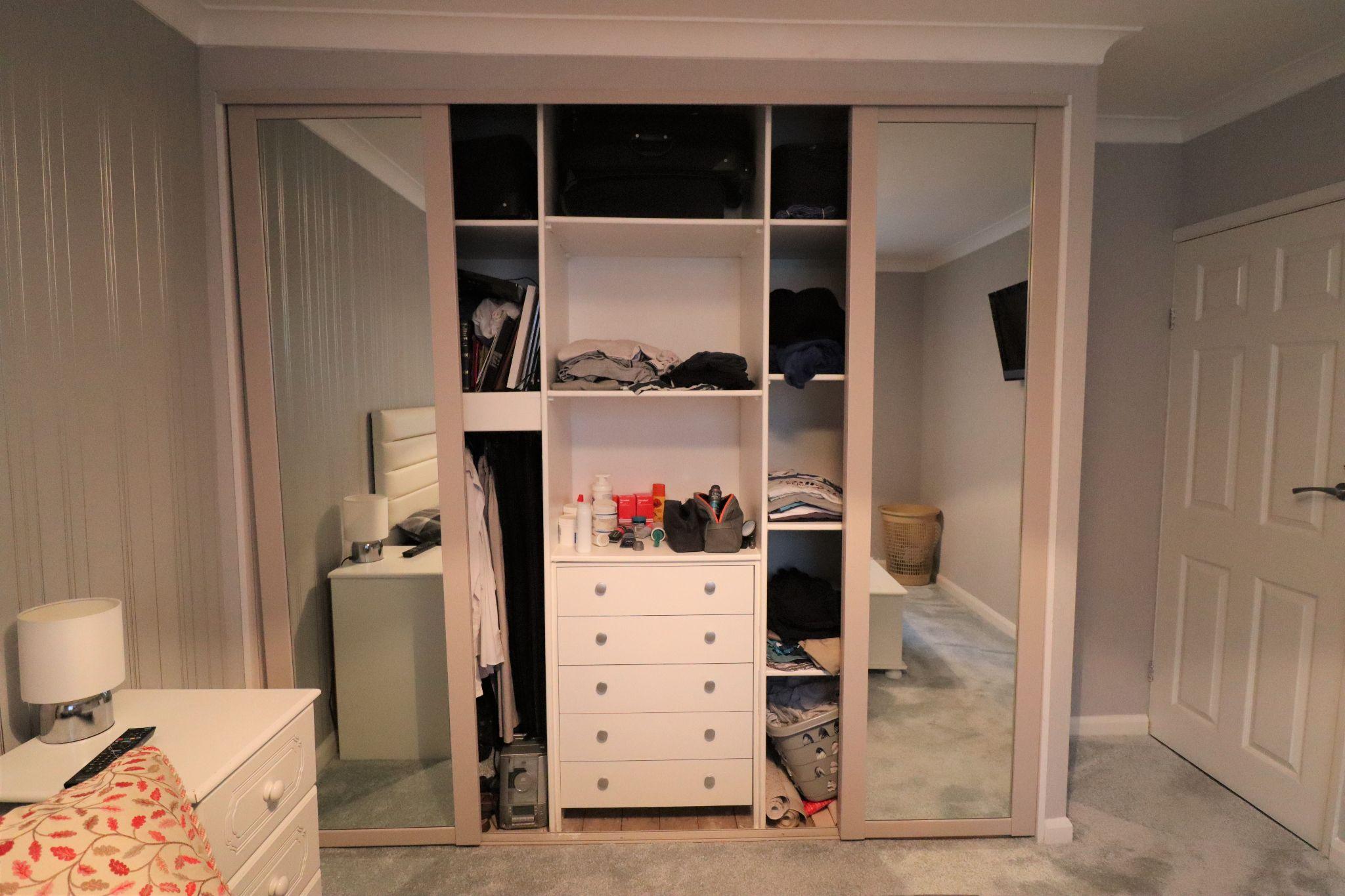2 Bedroom Semi-detached Bungalow For Sale - Photograph 16