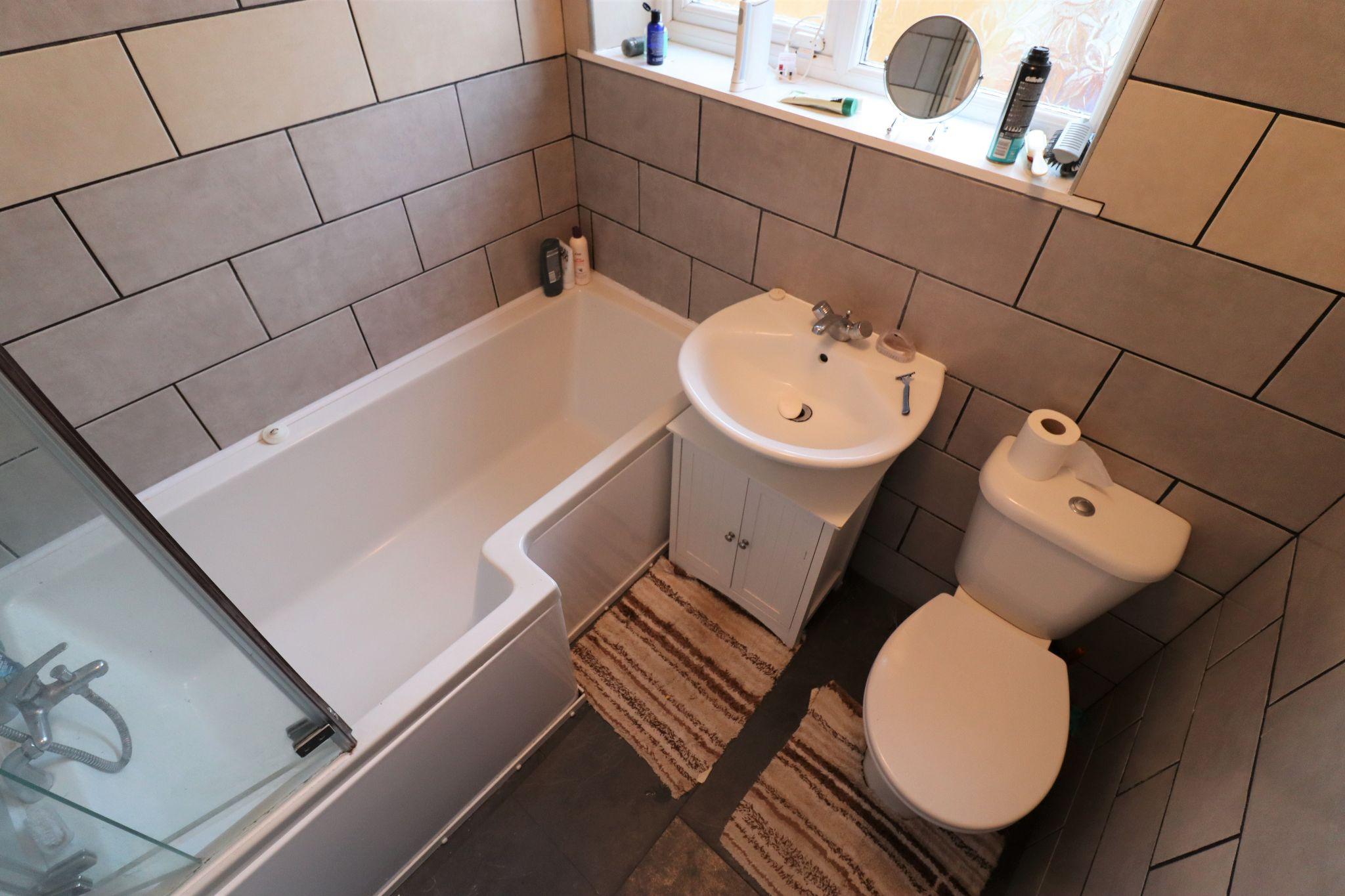 2 Bedroom Semi-detached Bungalow For Sale - Photograph 17