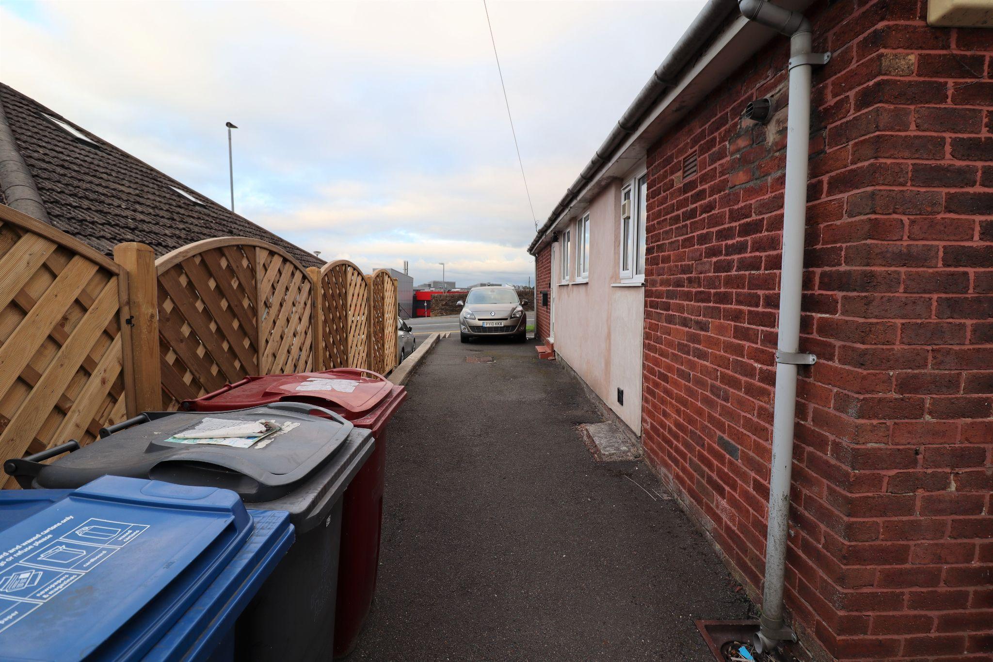 2 Bedroom Semi-detached Bungalow For Sale - Photograph 18