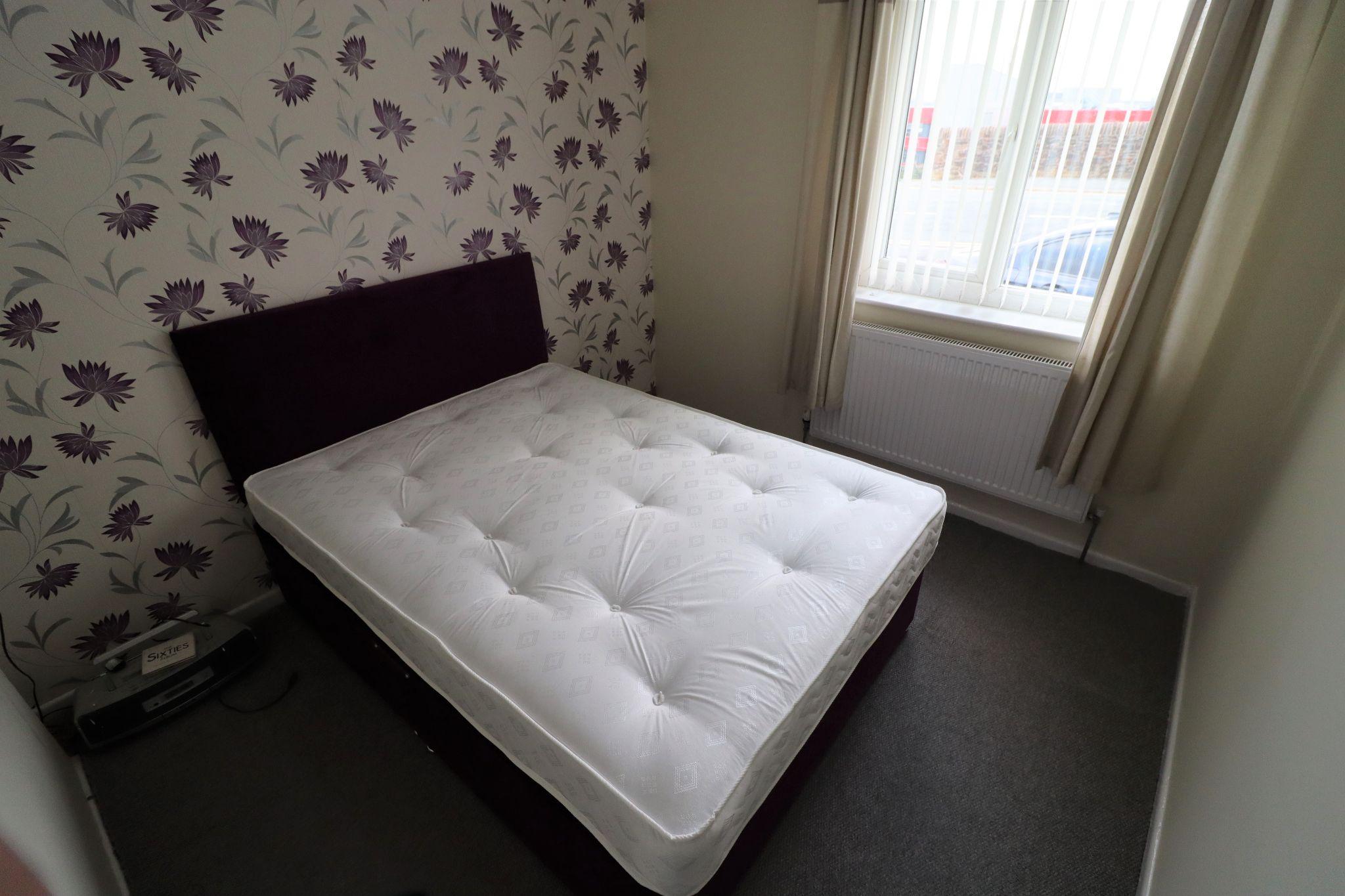 2 Bedroom Semi-detached Bungalow For Sale - Photograph 12