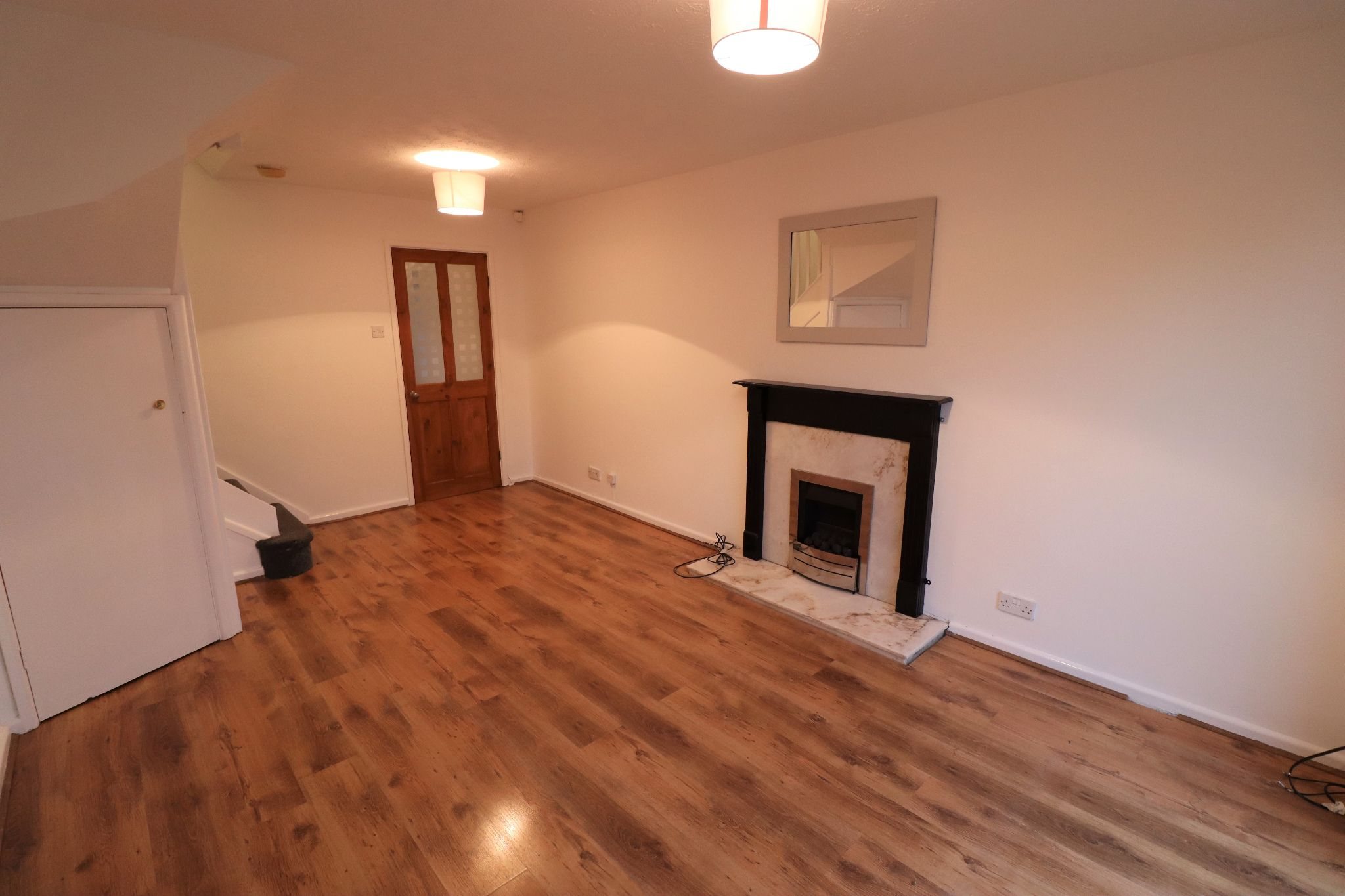 2 Bedroom Mid Terraced House To Rent - Photograph 4