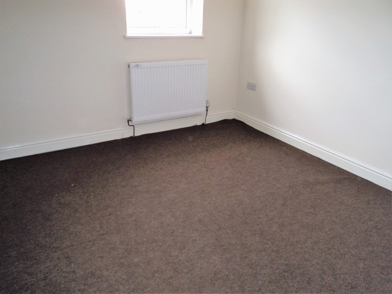 2 Bedroom Mid Terraced House To Rent - Photograph 10