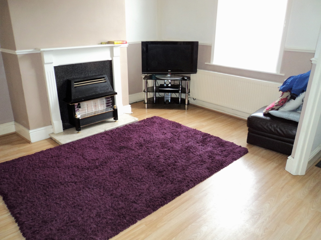 2 Bedroom Mid Terraced House To Rent - Photograph 3