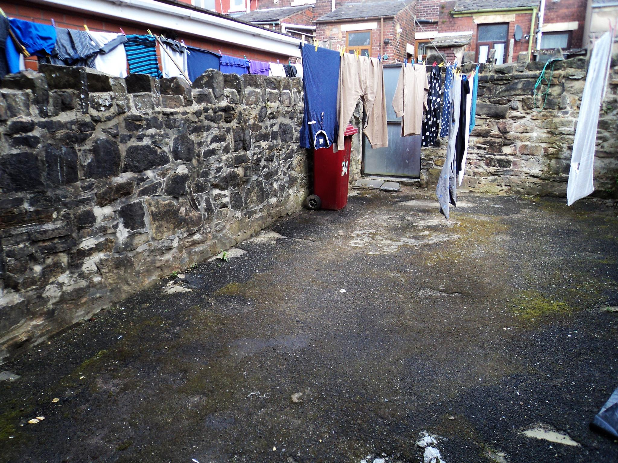5 Bedroom Mid Terraced House For Sale - Photograph 9