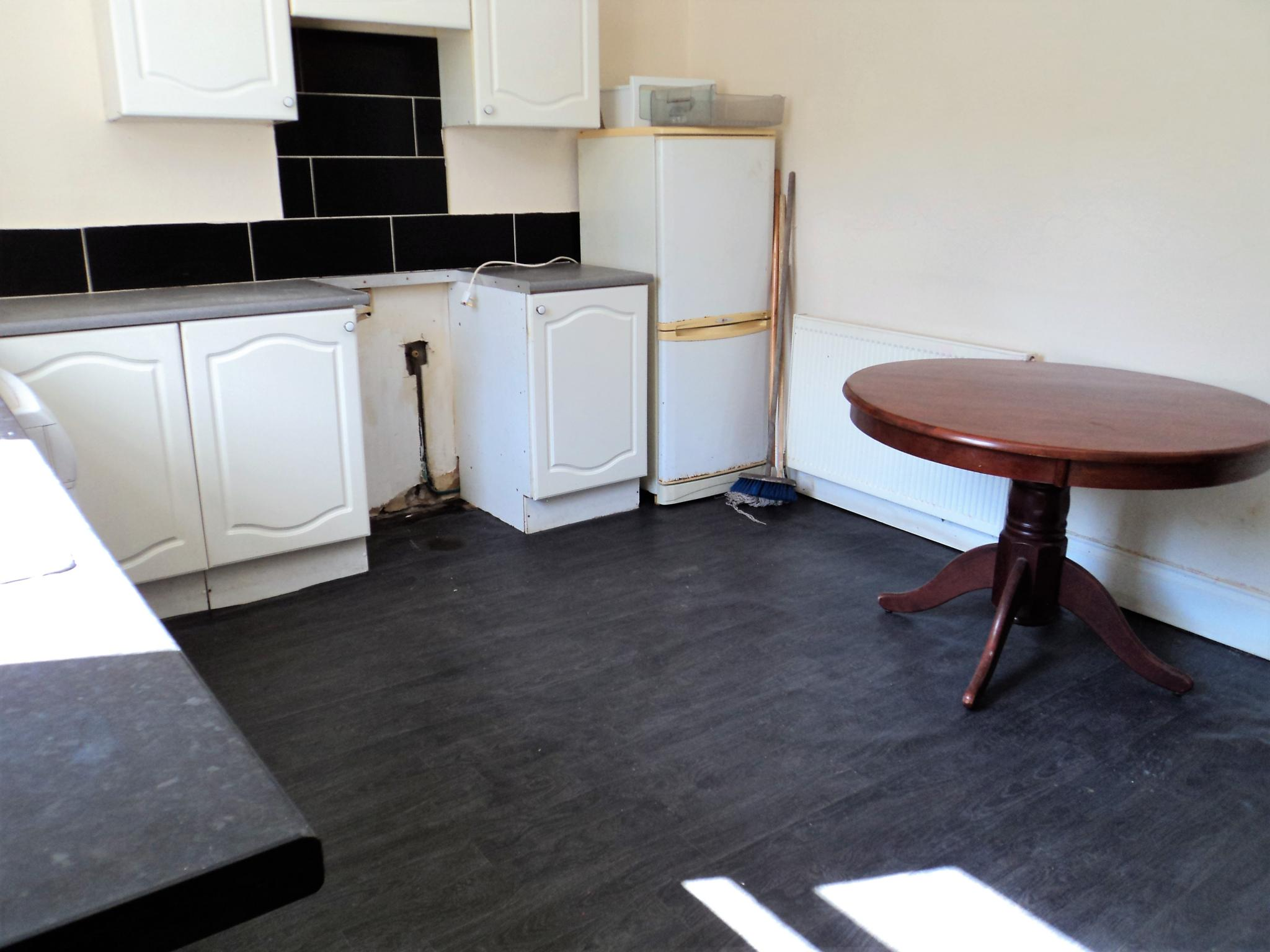 2 Bedroom End Terraced House To Rent - Photograph 4