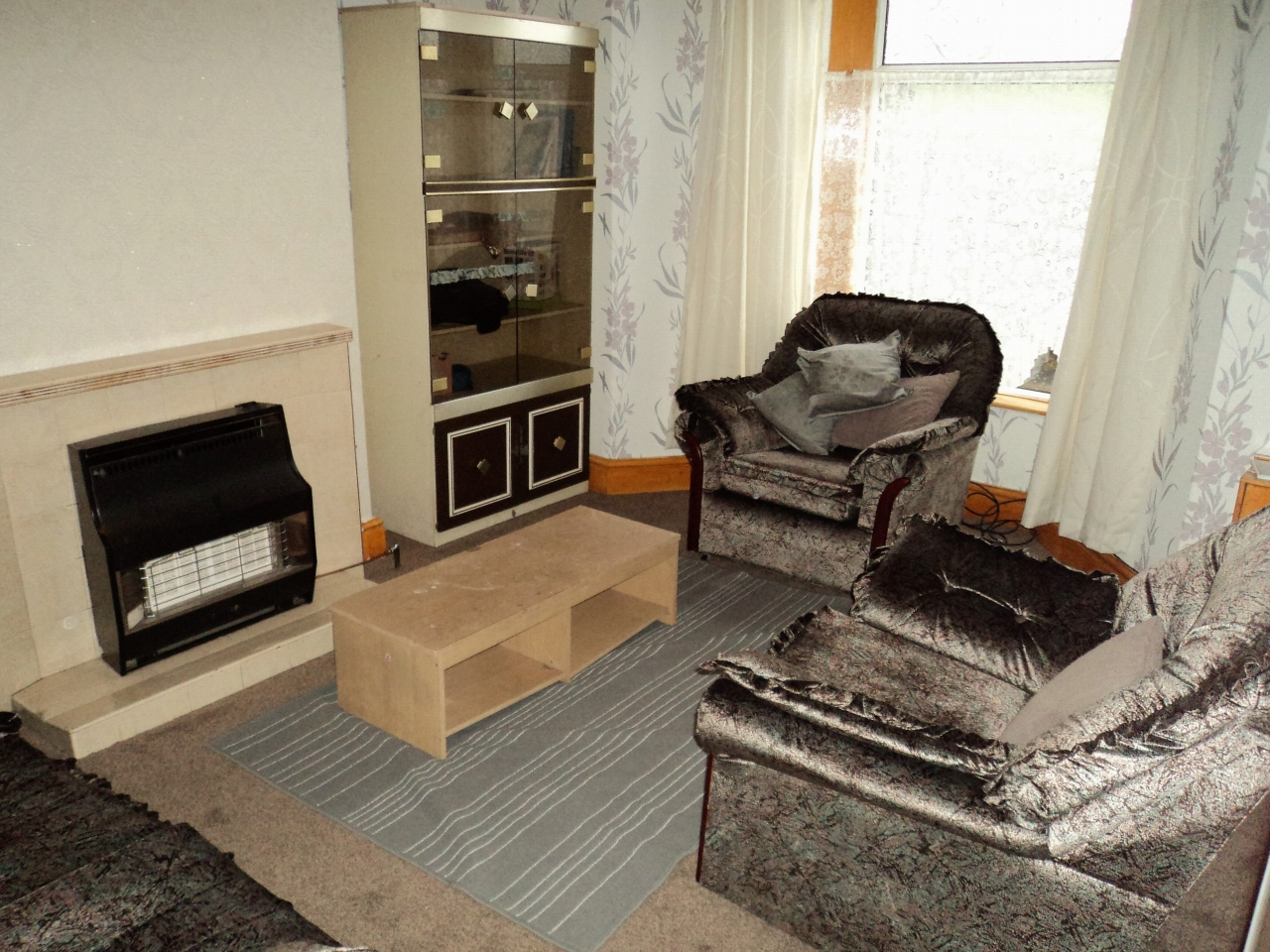 3 Bedroom Mid Terraced House For Sale - Image 5