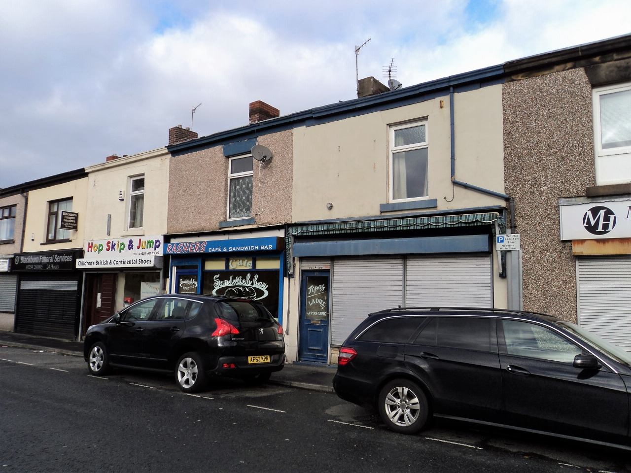 1 Bedroom Shop To Rent - Photograph 1