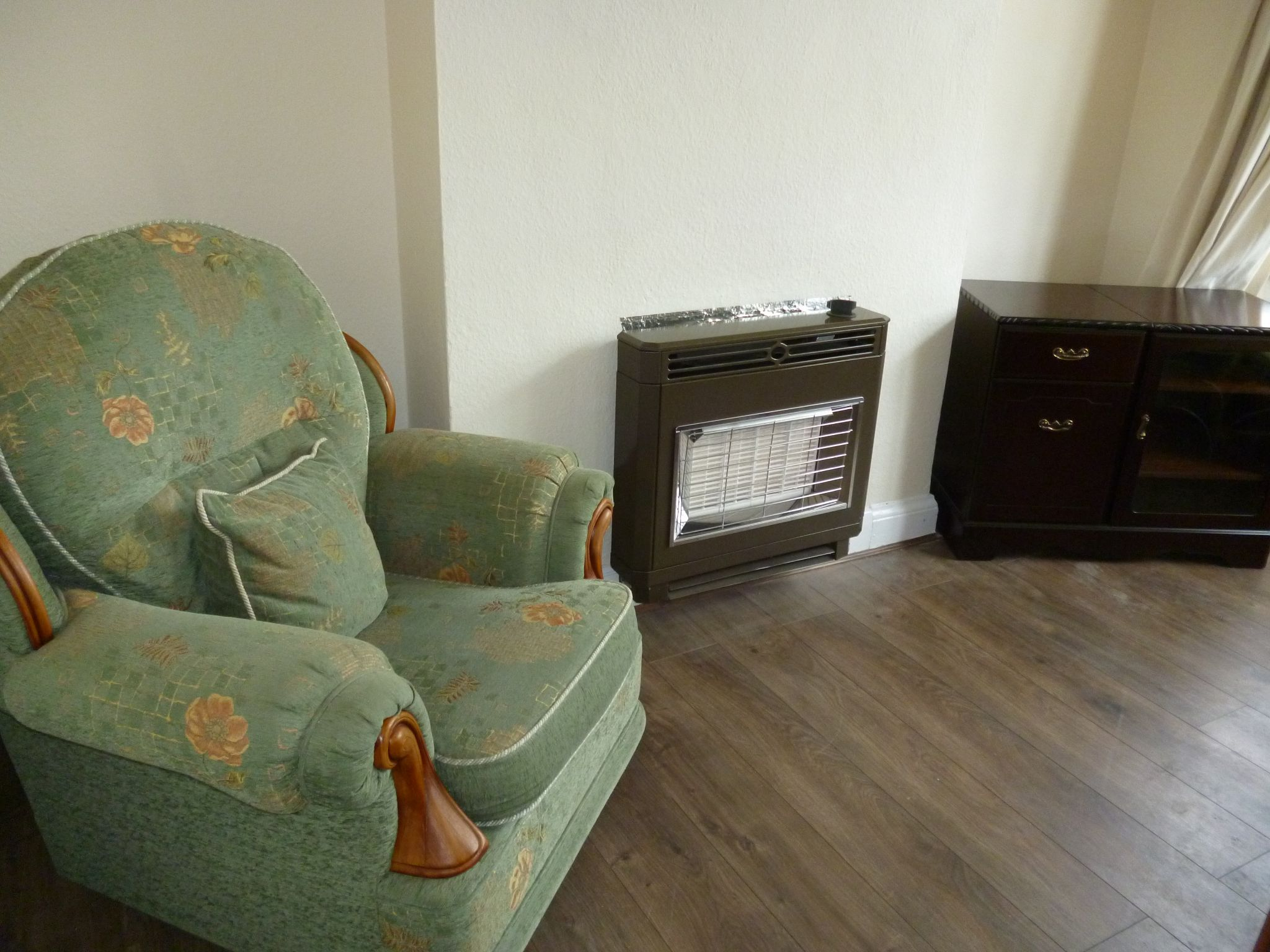 3 Bedroom Semi-detached House To Let 176 Canon Street Image 3