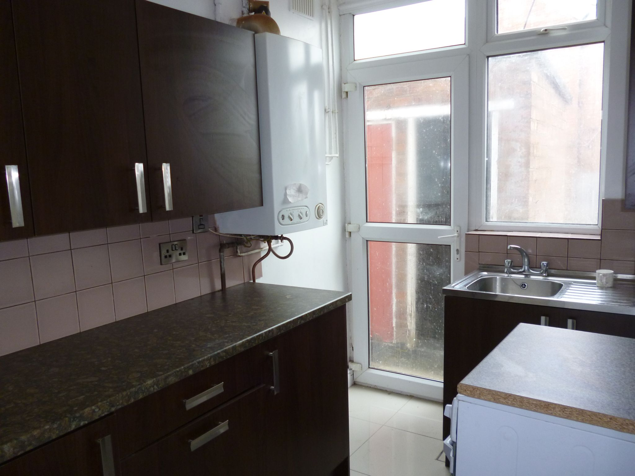 3 Bedroom Semi-detached House To Let 176 Canon Street Image 6