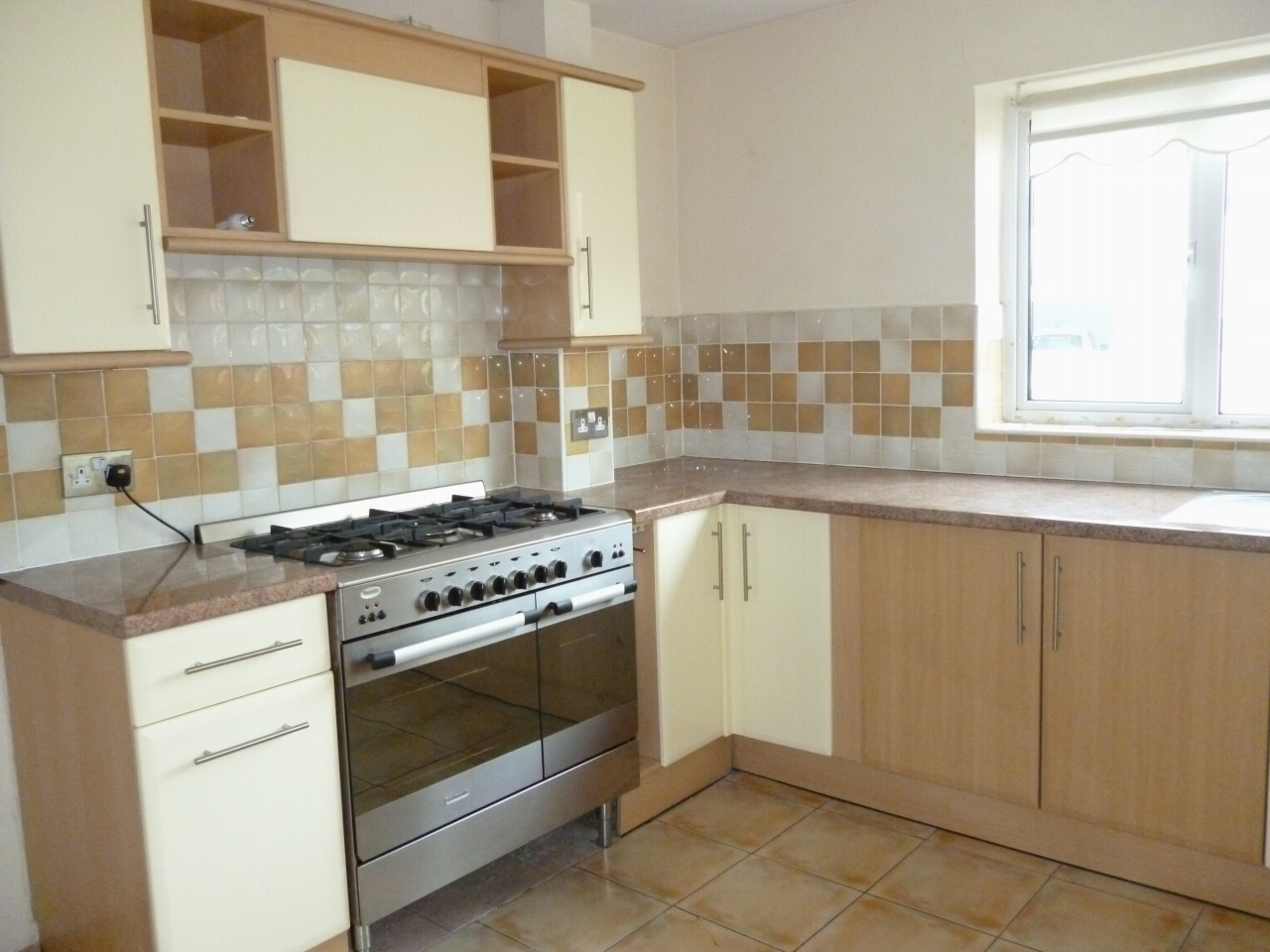 3 bedroom apartment flat/apartment SSTC in Leicester - Photograph 7.