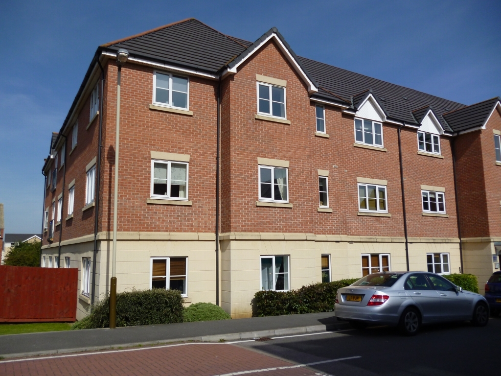 2 bedroom apartment flat/apartment SSTC in Leicester - Photograph 1.