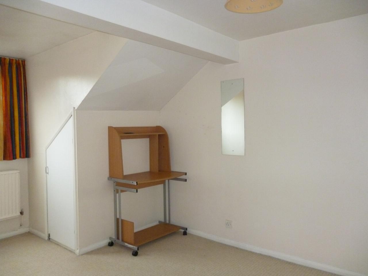 3 Bedroom Apartment Flat/apartment To Let Church Lane 5c Church Lane Image 8