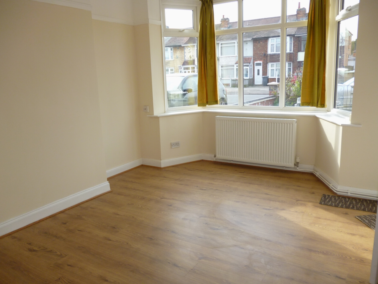 3 bedroom mid terraced house To Let in Leicester - Photograph 3.