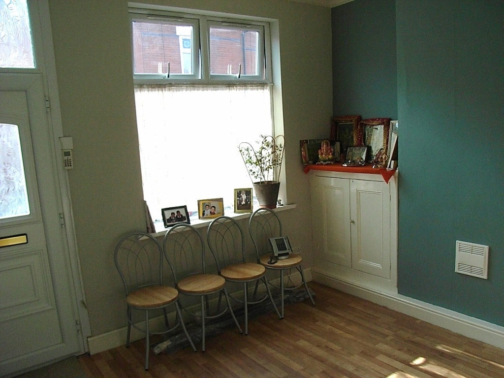 3 bedroom mid terraced house SSTC in Leicester - Lounge.