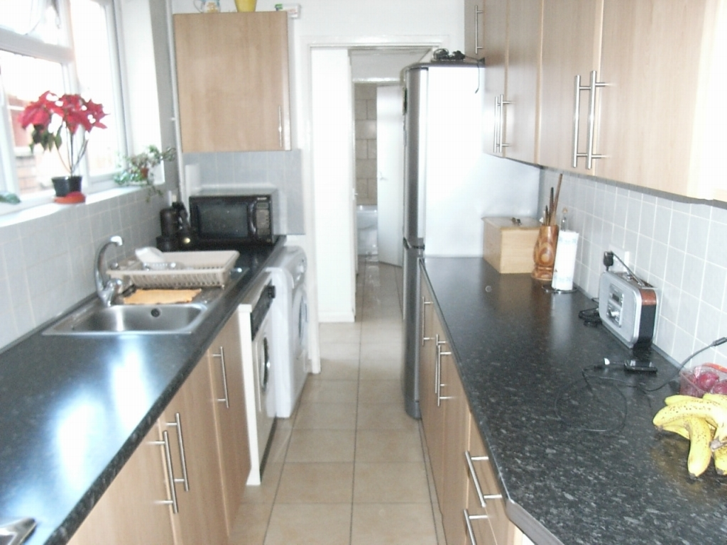 3 bedroom mid terraced house SSTC in Leicester - Kitchen.
