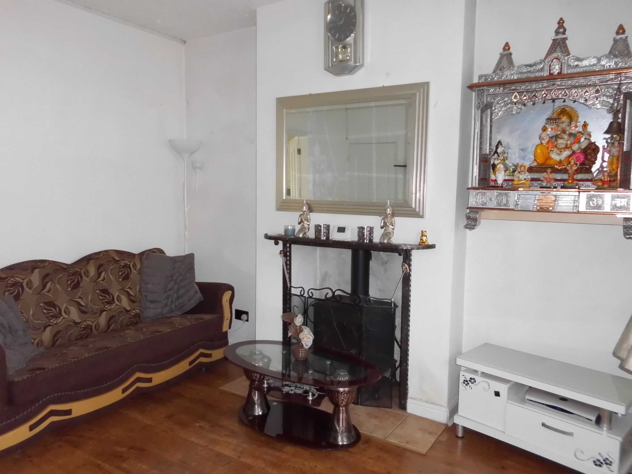 2 Bedroom Mid Terraced House Let 27 Rotherby Avenue Image 2
