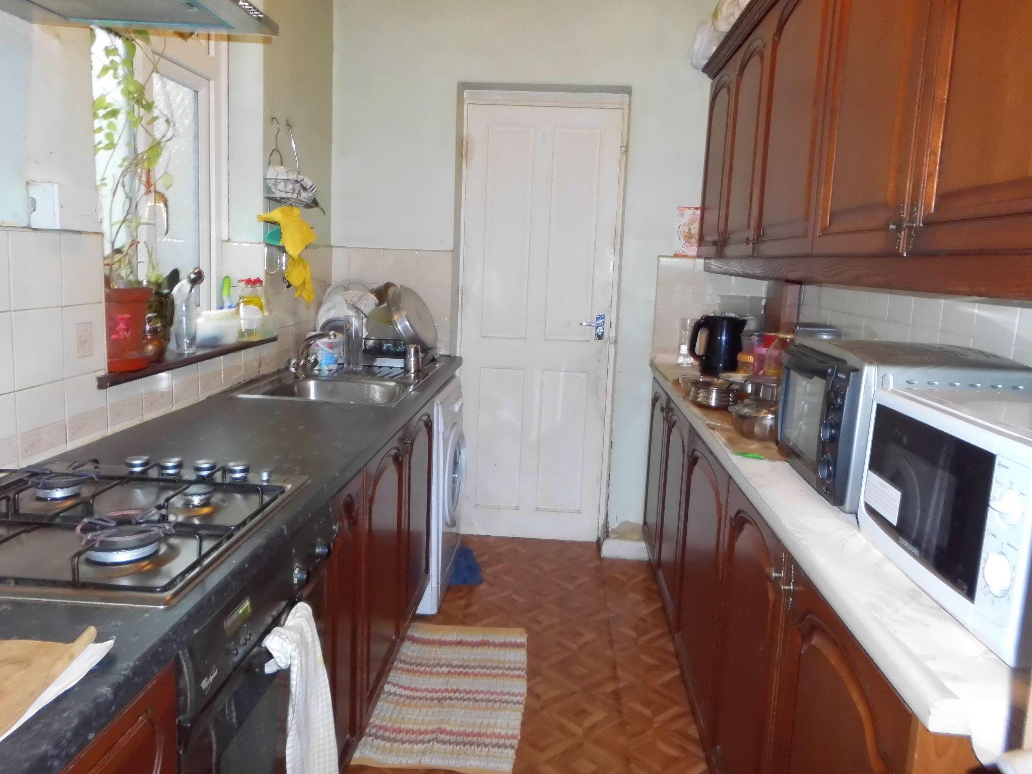 3 Bedroom Mid Terraced House For Sale 68 Halkin Street Image 3