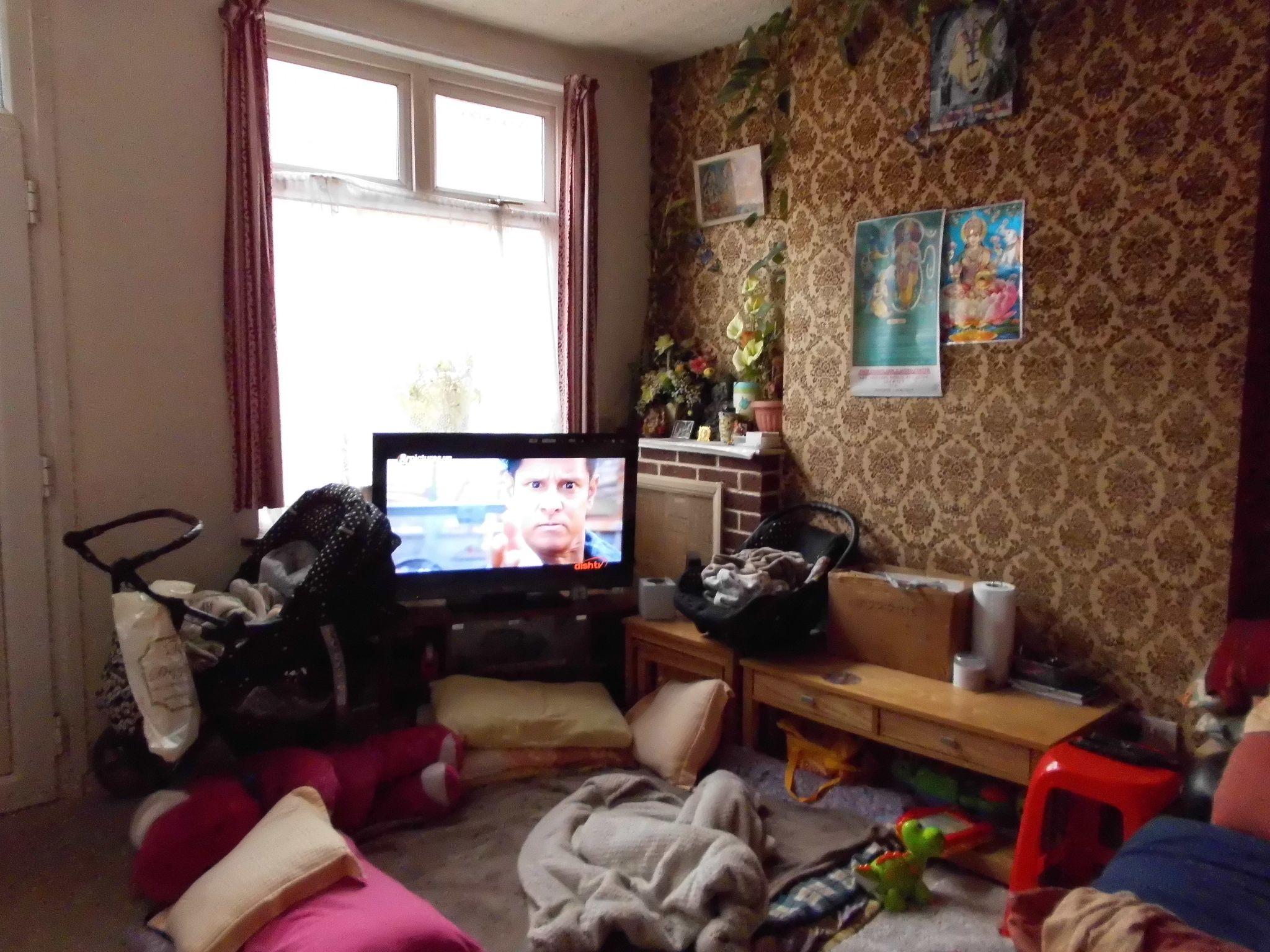 3 Bedroom Mid Terraced House For Sale 68 Halkin Street Image 2