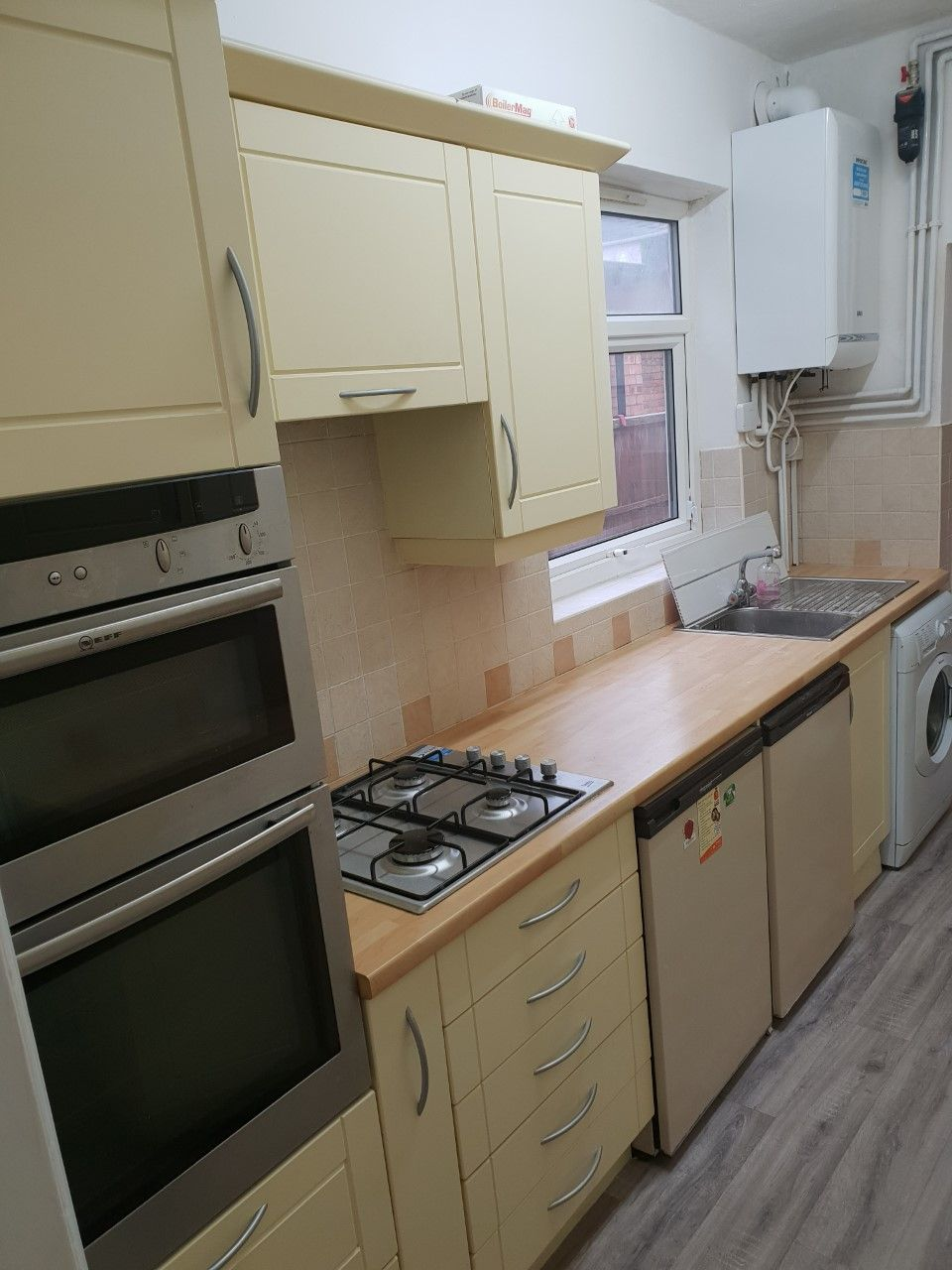 3 bedroom mid terraced house To Let in Leicester - Photograph 4.