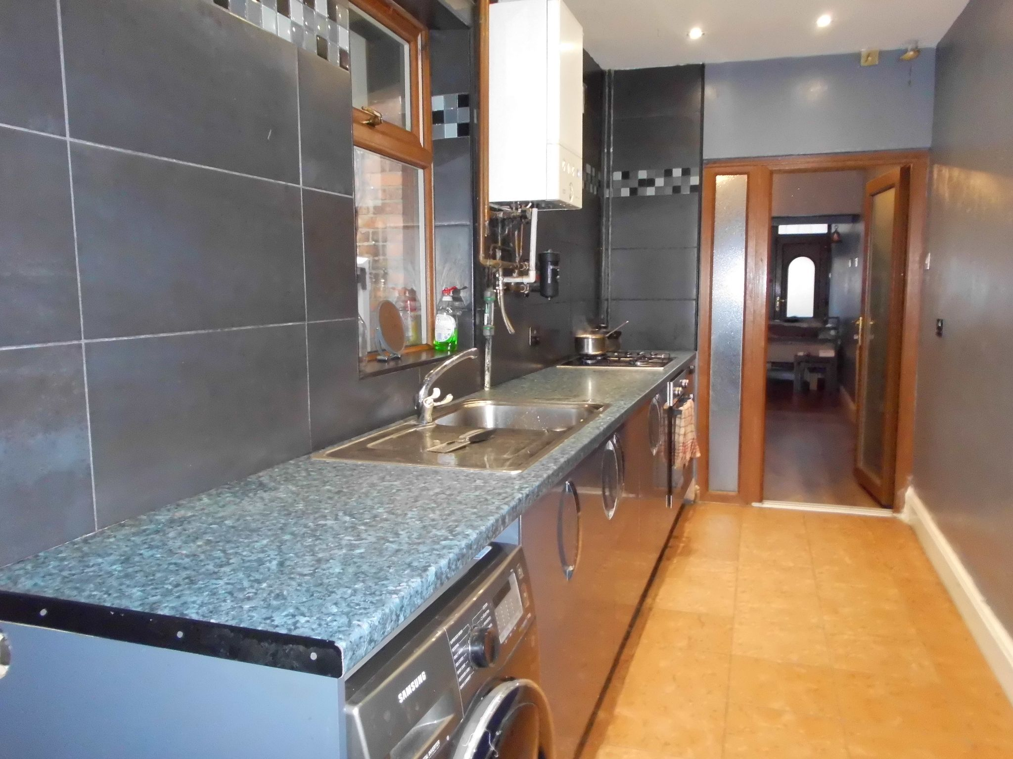 3 bedroom mid terraced house For Sale in Leicester - Photograph 4.
