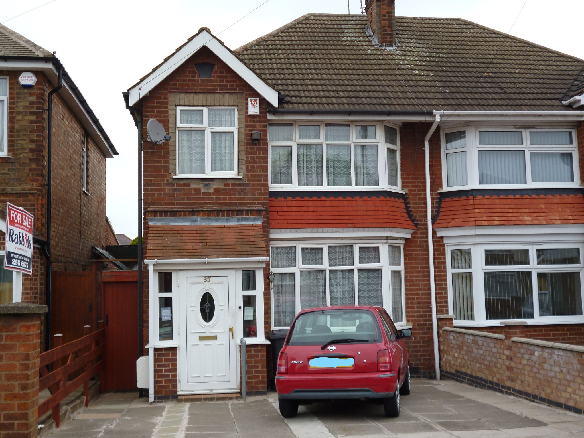 3 bedroom semi-detached house For Sale in Leicester - Photograph 1.