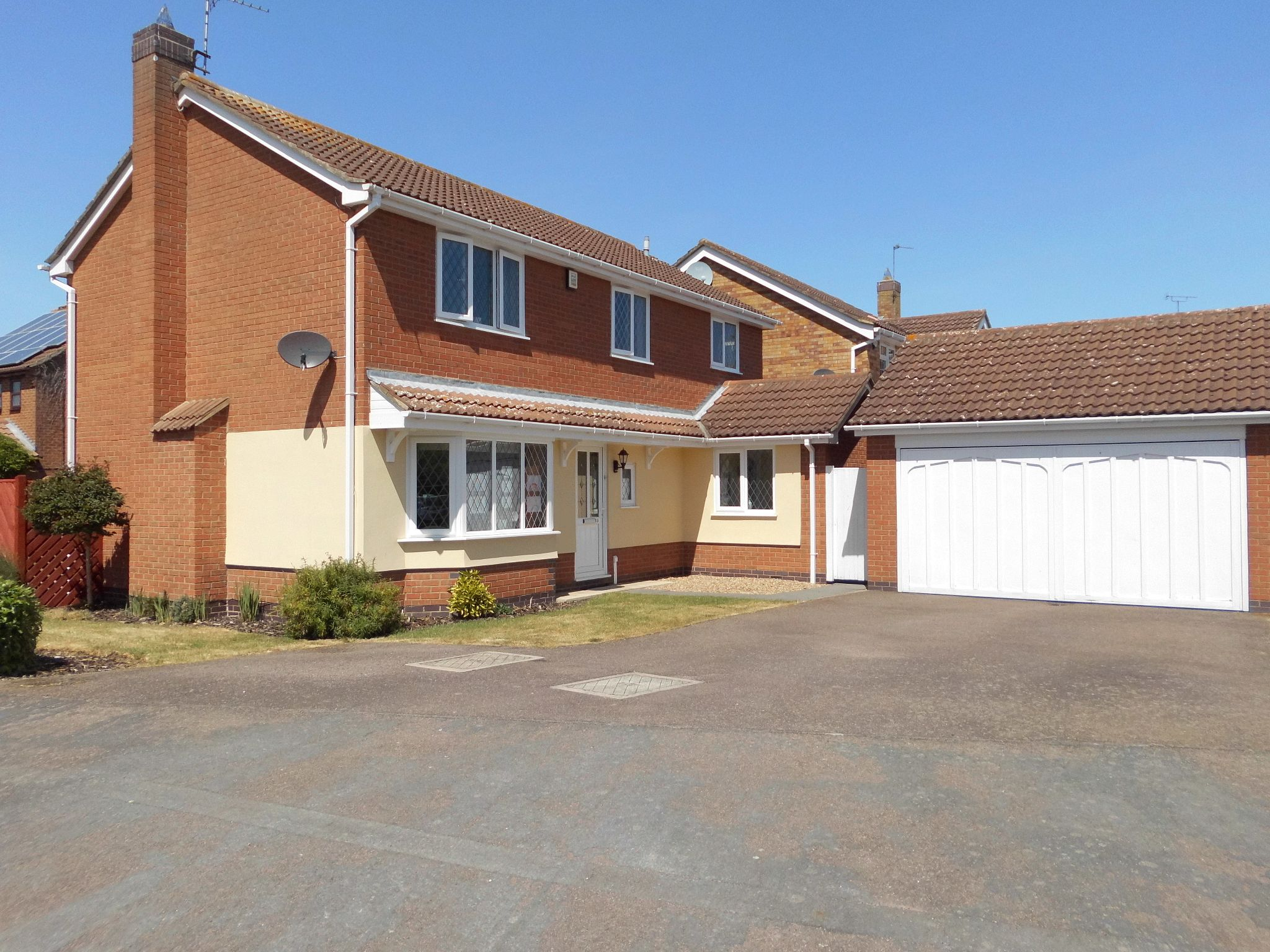 4 bedroom detached house For Sale in Leicester - Photograph 2.