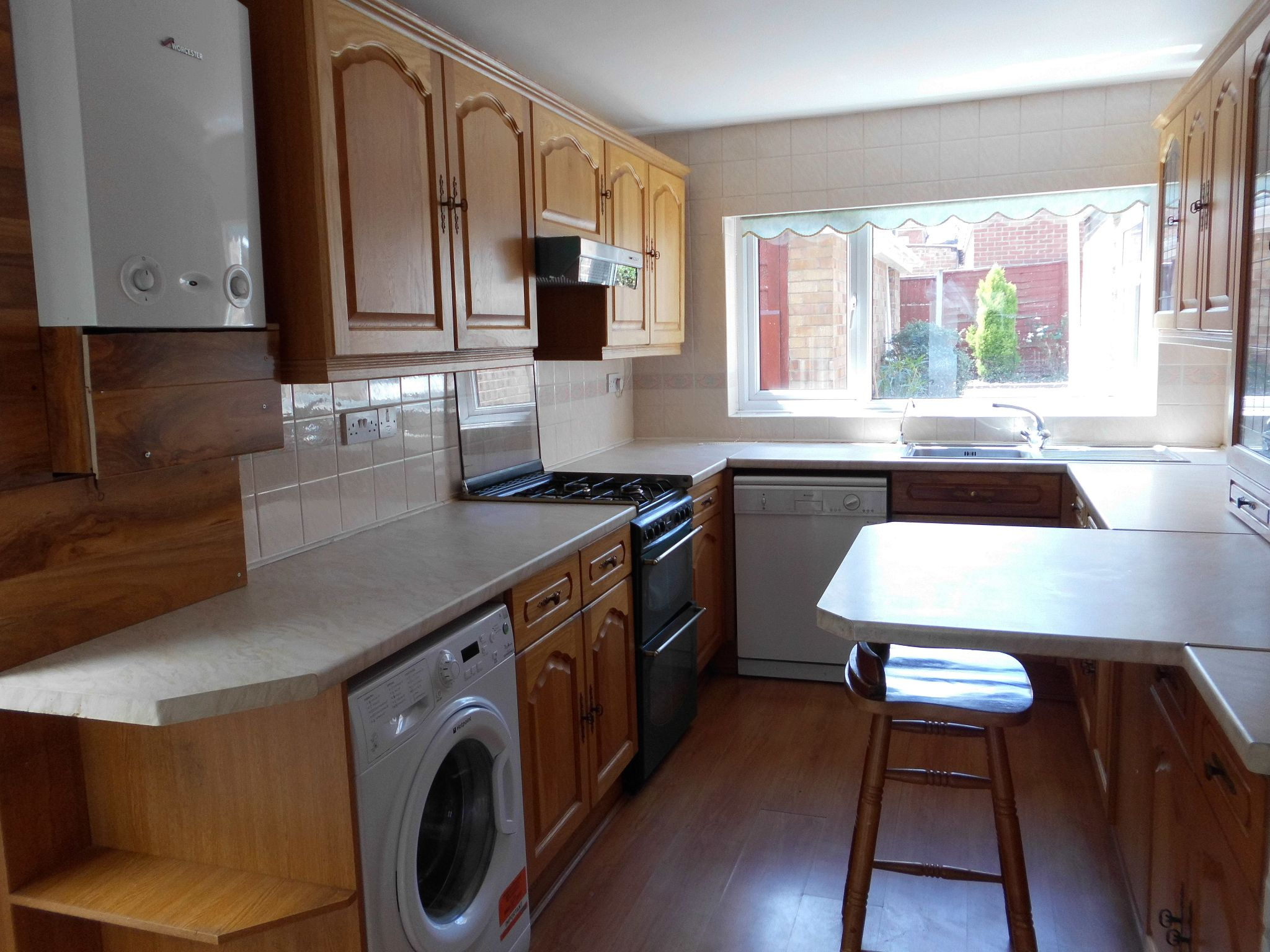 4 bedroom detached house To Let in Leicester - Photograph 8.