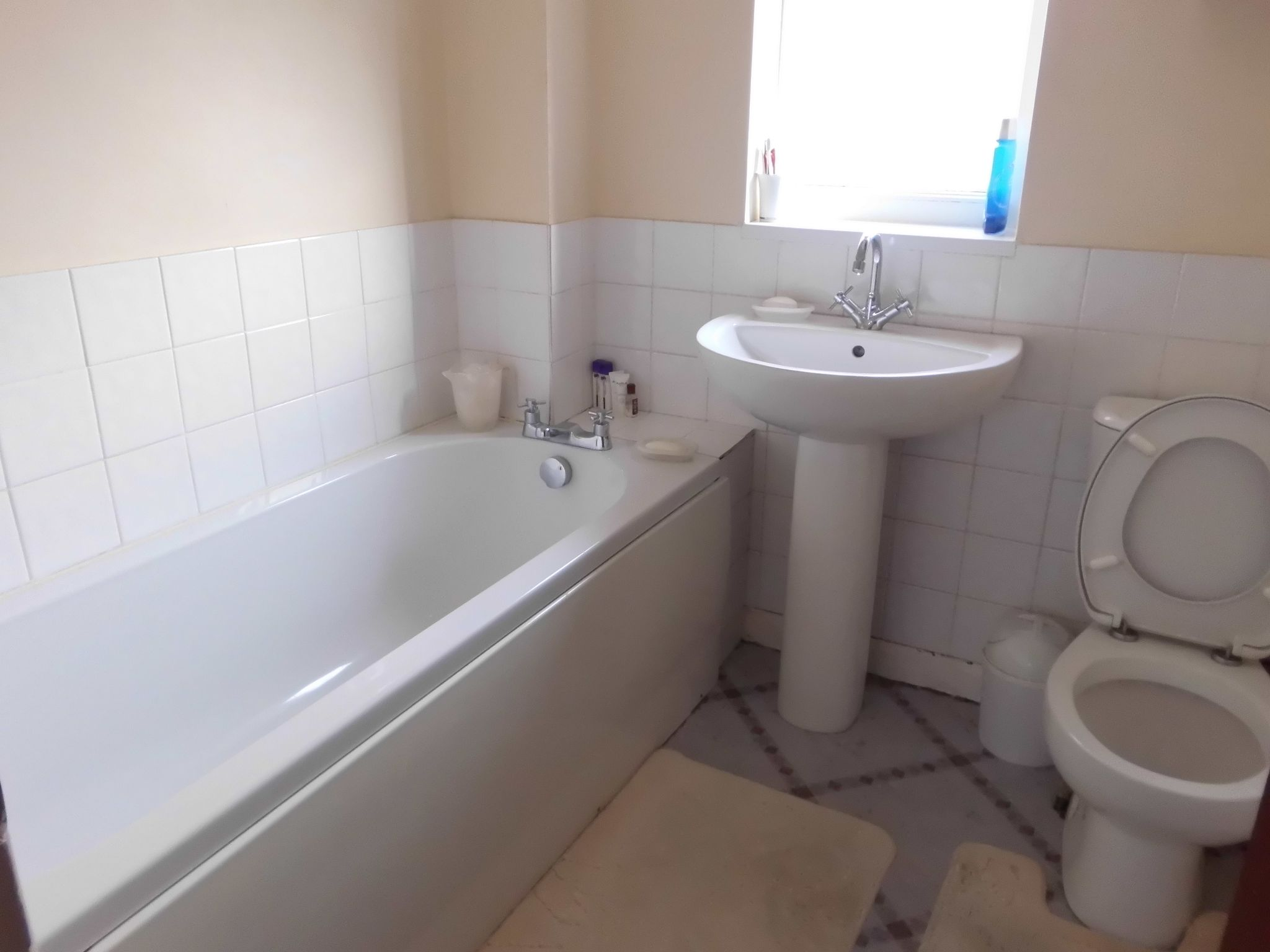 3 bedroom semi-detached house For Sale in Leicester - Photograph 7.